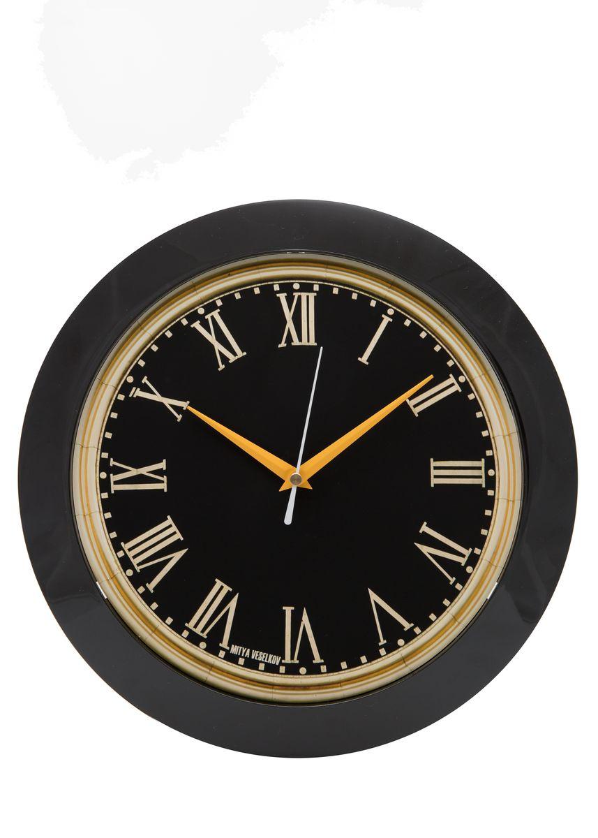Часы настенные Mitya Veselkov Куранты, цвет: черный. MVC.NAST-015MVC.NAST-015Настенные часы Mitya Veselkov Куранты из серии MVC станут отличным украшением вашего дома, офиса или детской комнаты. Часы имеют три стрелки - часовую, минутную и секундную. Часы изготовлены из качественного легкого пластика. Циферблат часов также закрыт пластиком. В случае падения часов со стены, данный материал гораздо безопаснее увесистых стекла и стали. На задней панели часы снабжены удобным отверстием для подвески на стену. Диаметр часов: 30 см. В часах установлен кварцевый механизм.