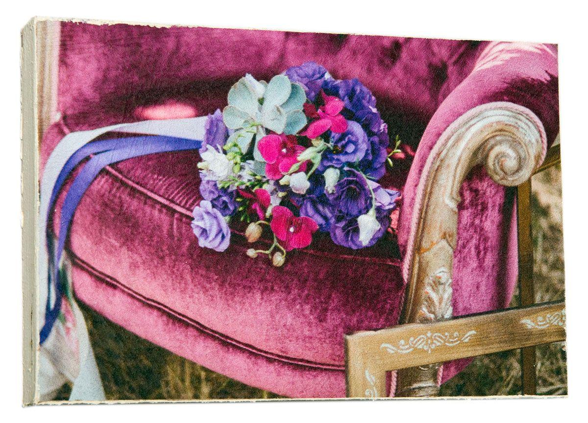 Картина Mister Poster Сиреневый свадебный букет на кресле, 22 х 14,5 см0449-15-22Картина Mister Poster - это высококачественная репродукция на деревянной раме. Лицевая поверхность имитирует штукатурку или натуральный холст, края окрашены вручную специальным декоративным составом. Современные технологии, уникальное оборудование и оригинальные чернила, используемые при изготовлении, делают постер устойчивым к выцветанию, а также гарантируют стойкость к воздействию негативных внешних факторов. Интерьер дома и офиса, в котором находится человек, в значительной степени влияет на его настроение и работоспособность. Правильное оформление интерьера создает благоприятный психологический климат, улучшает настроение и мотивирует. Добавьте «красок» в ваш интерьер и, возможно, в вашу жизнь.