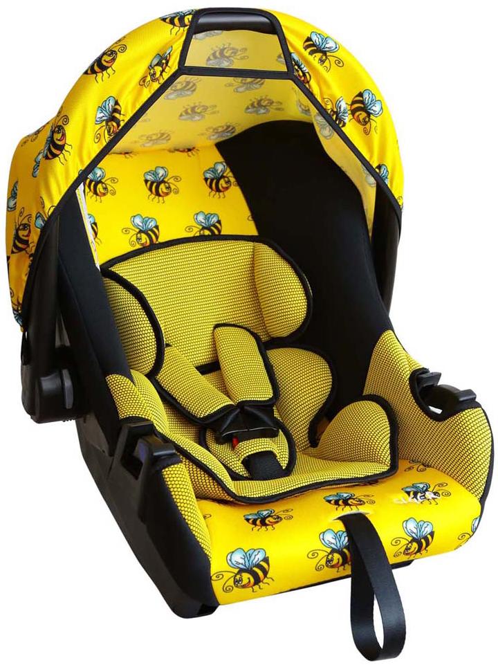 Siger Art Автокресло Эгида Люкс Пчелка от 0 до 13 кгSM/DK-400 EzhikДетское автокресло Siger Art Эгида. Люкс. Пчелка разработано для детей от рождения и до 1,5 лет, весом до 13 кг. Относится к возрастной группе 0+. Мягкий вкладыш-подголовник обеспечивает дополнительный комфорт во время поездки. Съемный капюшон защищает ребенка от солнца, а удобная ручка позволяет без лишних усилий переносить ребенка, как в обычной люльке.Ярко выраженная боковая защита позволяет повысить уровень безопасности при боковых ударах и резких поворотах. Детские удерживающие устройства Siger разработаны и выполнены в России с учетом анатомии российских детей. Двухпозиционная регулировка центральной лямки позволяет адаптировать внутренние ремни под зимнюю и летнюю одежду ребенка. Съемный чехол изготовлен из нетоксичного гипоаллергенного материала, который безопасен для малыша.Автокресло успешно прошло все необходимые краш-тесты и имеет сертификат соответствия техническому регламенту РФ и таможенному союзу. В детском автомобильном кресле Siger ваш ребенок будет путешествовать в безопасности и с удовольствием!