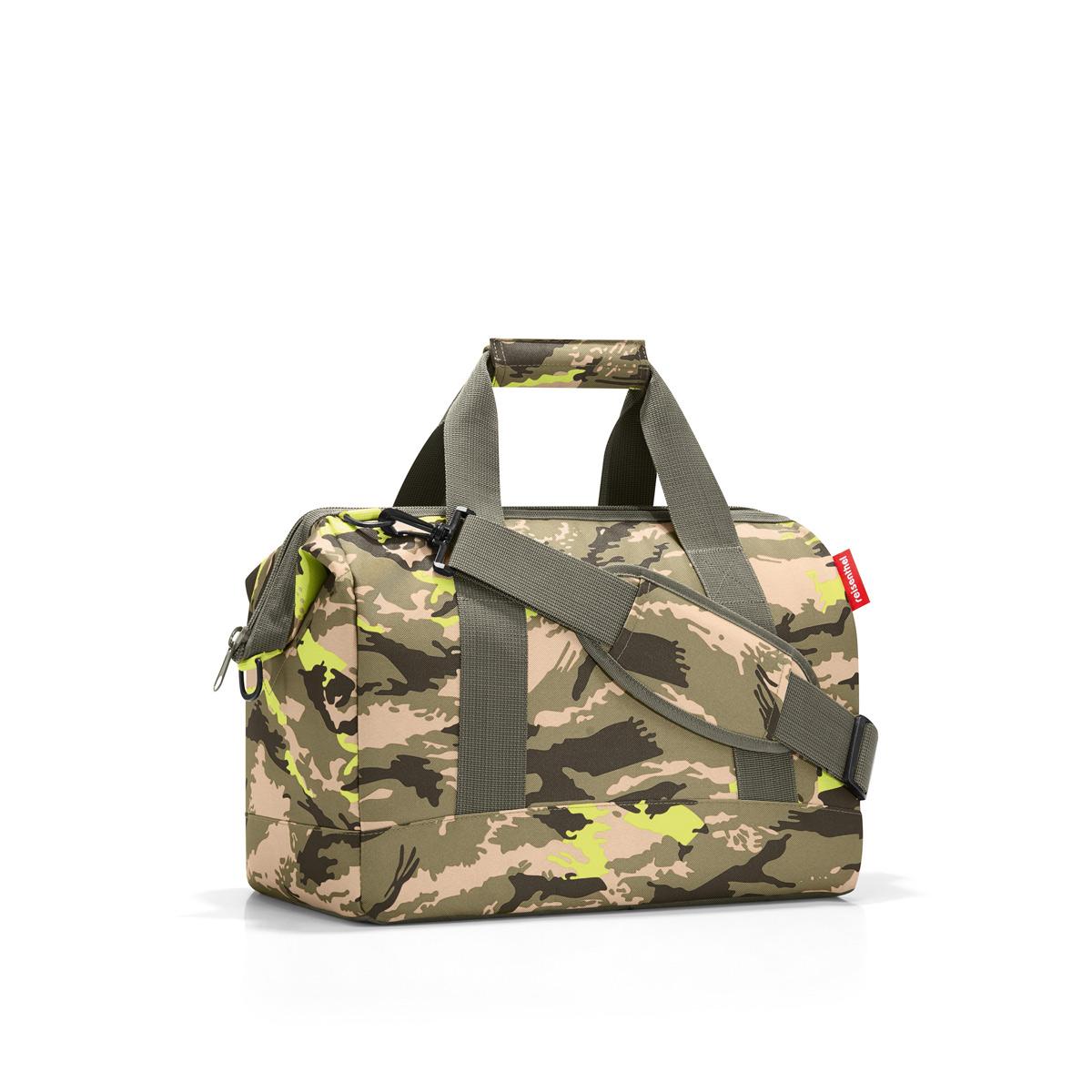 Сумка Reisenthel Allrounder М camouflage, цвет: зеленый, бежевый. MS50343-47670-00504Практичная сумка для спорта и путешествий. Приятные объемные стенки и дно создают силуэт, напоминающий старинные врачебные сумки - встроенные металлические скобы фиксируют сумку в открытом положении. У модели 6 внутренних карманов, две удобные ручки и регулируемый ремень.Объем – 18 литров.