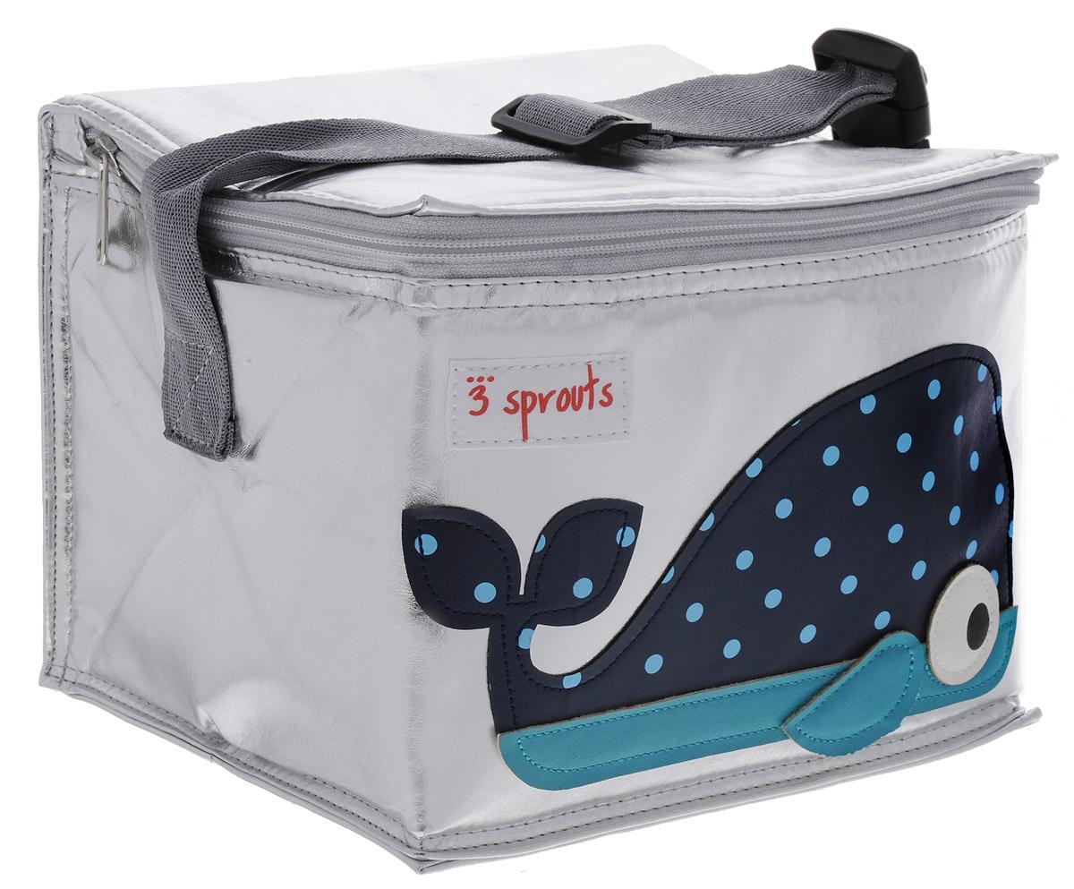 3 Sprouts Сумка для обеда Синий кит00005Сумка для обеда 3 Sprouts Синий кит идеальна для контейнеров, так что вы можете отправить детей в школу вместе с сытными закусками и обедами. В этой сумке еда не нагреется. Мыть ее чрезвычайно легко. Специальная бирка на внутренней поверхности сумки предназначена для указания имени ребенка. Прочная застежка-молния, хорошая вместительность, стильный серебристый цвет и красивая аппликация делают использование этой сумки удобным и приятным для ребенка. Регулируемый ремешок с защелкой позволит прикрепить сумку к рюкзаку или другой сумке. Сумка изготовлена без применения фталатов, PVC и свинца.