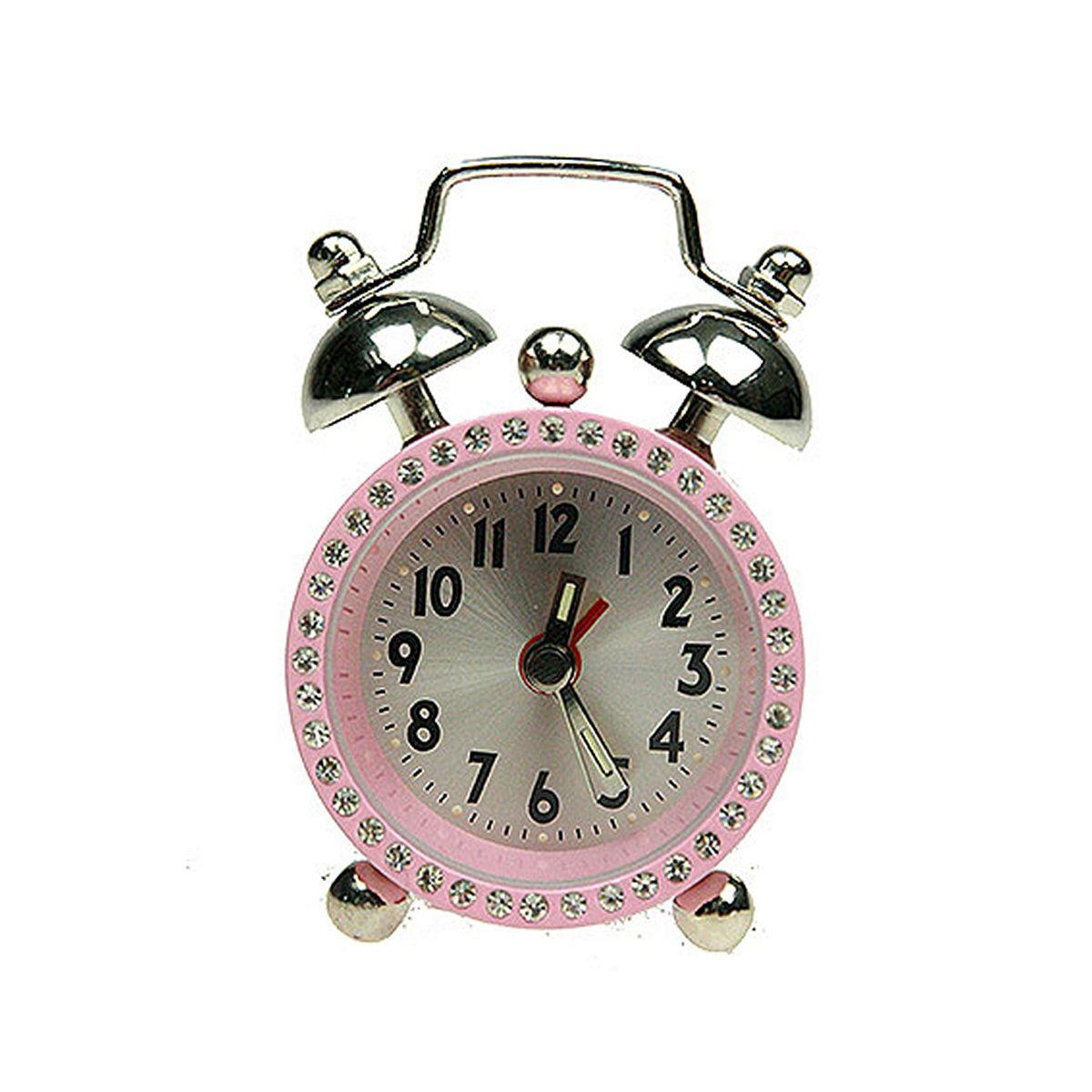 Часы настольные Русские Подарки Будильник. 2243422434Настольные кварцевые часы Русские Подарки Будильник изготовлены из металла. Корпус оформлен стразами. Часы имеют три стрелки - часовую, минутную и стрелку завода. Изящные часы красиво и оригинально украсят интерьер дома или рабочий стол в офисе. Также часы могут стать уникальным, полезным подарком для родственников, коллег, знакомых и близких. Часы работают от батареек типа SR626 (в комплект не входят).
