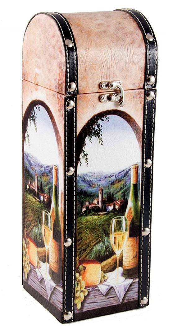 Шкатулка Roura Decoracion Сундучок, под бутылку, 12 х 12 х 35 см. 34718FS-91909Шкатулка Roura Decoracion Сундучок предназначена для хранения бутылок с вином. Она не оставит равнодушным ни одного любителя оригинальных вещей. Данная модель надежно закрывается на металлический замок. Сочетание оригинального дизайна и функциональной вещи.
