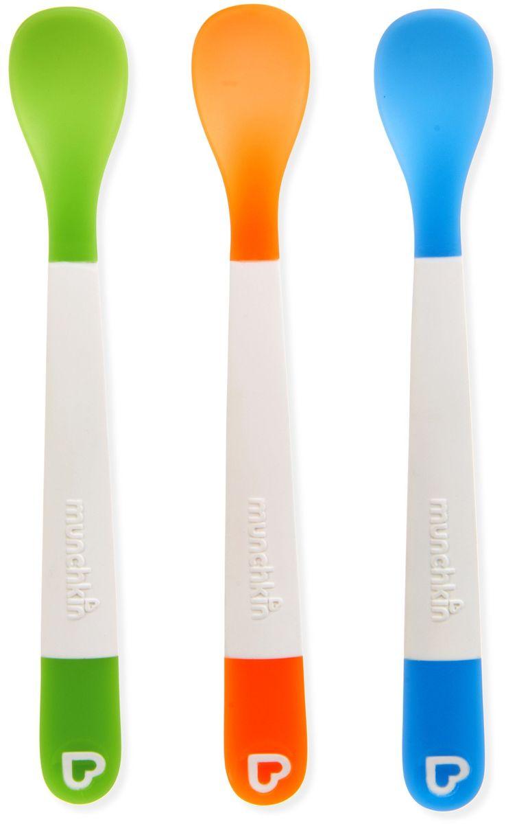 Munchkin Ложка для кормления 3 шт115510Пластиковые ложки Munchkin: закругленные мягкие ложки из мягкого материала очень нежно прикасаются к деснам малышей;длинная ручка позволяет доставать до дна даже глубокой посуды;яркие цвета привлекают внимание ребенка;эргономичная удобная ручка;потрясающая комбинация ярких цветов;подходит для мытья на верхней подставке в посудомоечной машине; BPA free - не содержат Бисфенол А;Polyethylene;соответствует требованиям стандарта BS EN 14372;возраст: 4 месяца +;в комплекте - 3 шт.Кредо Munchkin, американской компании с 20-летней историей: избавить мир от надоевших и прозаических товаров, искать умные инновационные решения, которые превращает обыденные задачи в опыт, приносящий удовольствие. Понимая, что наибольшее значение в быту имеют именно мелочи, компания создает уникальные товары, которые помогают поддерживать порядок, организовывать пространство, облегчают уход за детьми – недаром компания имеет уже более 140 патентов и изобретений, используемых в создании ее неповторимой и оригинальной продукции. Munchkin делает жизнь родителей легче!