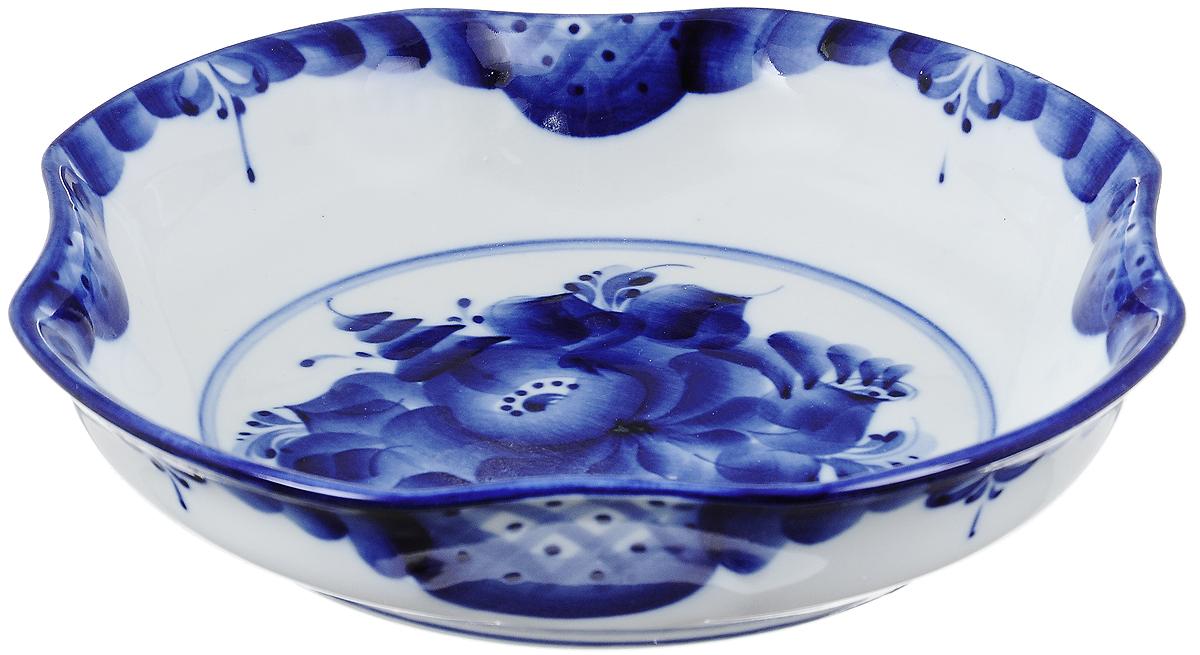 Миска Гжельский Фарфор, цвет: белый, синий, 21 х 21 см993018202Миска Гжельский Фарфор, изготовленная из фарфора, доставит истинное удовольствие ценителям прекрасного. Изделие выполнено в стиле гжель и расписано вручную. Яркий дизайн, несомненно, придется вам по вкусу. Миска Гжельский Фарфор украсит ваш кухонный стол, а также станет замечательным подарком к любому празднику. Не применять абразивные чистящие средства. Не использовать в микроволновой печи. Мыть с применением нейтральных моющих средств. Не рекомендуется использовать в посудомоечных машинах. Размеры миски: 21 см х 21 см х 4,5 см.