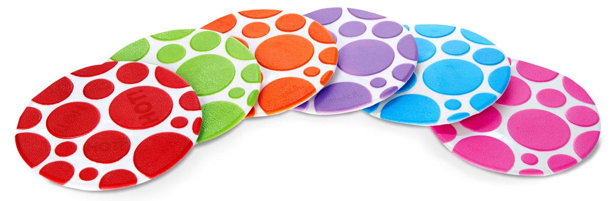 Munchkin Набор ковриков для ванны 6 шт 11196_вид 211196_вид 2Набор ковриков для ванны Munchkin включает в себя шесть цепких текстурированных ковриков-накладок разных цветов. Коврики прекрасно помогают предотвратить скольжение в ванне и имеют функцию White Hot Technology, с помощью которой коврики предупреждают, что вода становится слишком горячей. Коврики круглой формы крепко присасываются к поверхности ванной, они легко чистятся, их можно размещать в любых точках ванной, там, где они наиболее необходимы. Коврики для ванной Munchkin делают жизнь родителей легче!