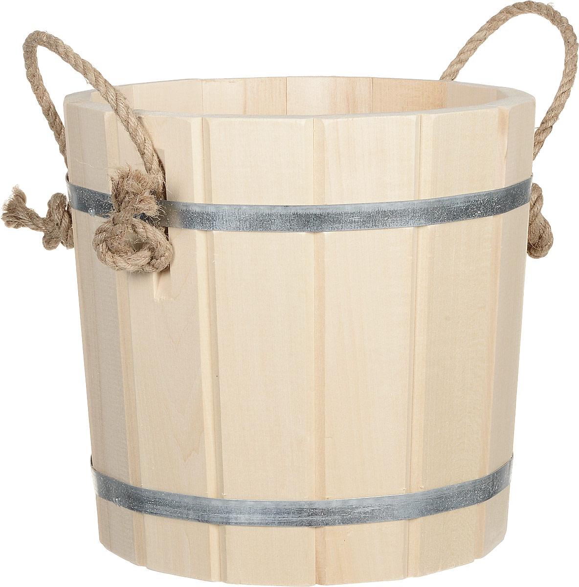 Запарник Банные штучки, 8 л. 3604531-105Запарник Банные штучки, изготовленный из древесины липы, доставит вам настоящее удовольствие от банной процедуры. При запаривании веник обретает свою природную силу и сохраняет полезные свойства. Корпус запарника состоит из металлических обручей, стянутых клепками. Для более удобного использования запарник имеет по бокам две небольшие ручки. Интересная штука - баня. Место, где одинаково хорошо и в компании, и в одиночестве. Перекресток, казалось бы, разных направлений - общение и здоровье. Приятное и полезное. И всегда в позитиве.Высота запарника (без учета ручек): 26 см.Диаметр запарника по верхнему краю: 28 см