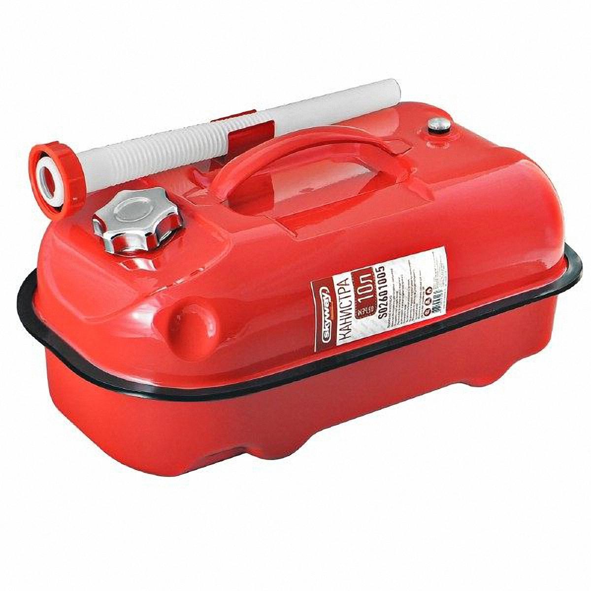 Канистра Skyway, цвет: красный, 10 лS02601005Металлическая канистра предназначена для хранения жидкостей, в том числе топлива и топливных смесей. Изготовлена из стали холодного проката, что обеспечивает повышенную прочность. Внешняя поверхность оцинкована и окрашена. Внутреннее фосфатированное антикоррозийное покрытие препятствует образованию ржавчины. Ребра жесткости на боковых поверхностях канистры придают ей прочность при механических воздействиях. Устойчивая конструкция канистры предотвращает ее перемещение в багажнике при интенсивном движении, снижая уровень нежелательного шума. Механический механизм горловины предохраняет содержимое от протекания, а особые материалы резиновой прокладки придают ей высокую долговечность и устойчивость к механическим повреждениям в процессе эксплуатации. Конструкция рычажного механизма крышки предотвращает появления люфта при активной эксплуатации. Специализированная форма носика исключает проливание жидкости. В комплект входит трубка-лейка, что позволяет...