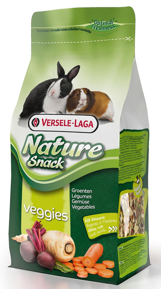 Лакомство для травоядных грызунов Versele-Laga Nature Snack Veggies, с овощами и травами, 85 г0120710Лакомство Versele-Laga Nature Snack Veggies - это вкусная и здоровая смесь для кроликов и травоядных грызунов, которая идеально дополняет рацион питомца.Состав: овощи (55%), злаки, фрукты, продукты растительного происхождения, травы, минералы.Пищевые добавки: витамин А 1325 М.Е, витамин D3 - 188 М.Е, витамин Е - 8 мг,Е1 (железо) - 10 мг,Е2 (йод) - 0,25 мг,Е4 (медь) - 1 мг, Е5 (марганец) - 9 мг,Е6 (цинк) - 8 мг, Е8 (Селен) - 0,03 мг, красители, антиоксиданты.Товар сертифицирован.