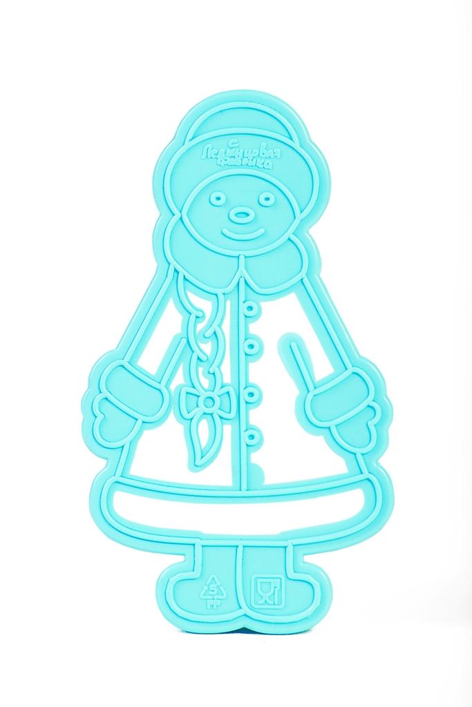 Форма для вырезки теста Леденцовая фабрика СнегурочкаВ03Форма для вырезки теста из серии Новогодняя сказка - Дед Мороз. Особенность формы - двухуровневая. Делается обрезка контура на тесте и отпечатки лица, косы, одежды. Материал: полипропилен. Размер формы: 105х60х15 мм.