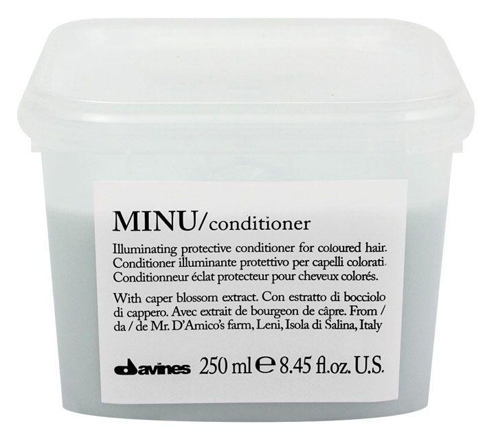 Davines Защитный кондиционер для сохранения косметического цвета волос Essential Haircare New Minu Conditioner, 250 мл75060Особая серия ухаживающих средств для окрашенных волос. Основным активным элементом в составе является каперсник. Высокое содержание аминокислоты кверцетина в формуле, что обеспечивает защиту структуры волос. Полифенолы - это природные пигменты, которые к тому же продлевают жизнь локонам и не дают им окисляться.