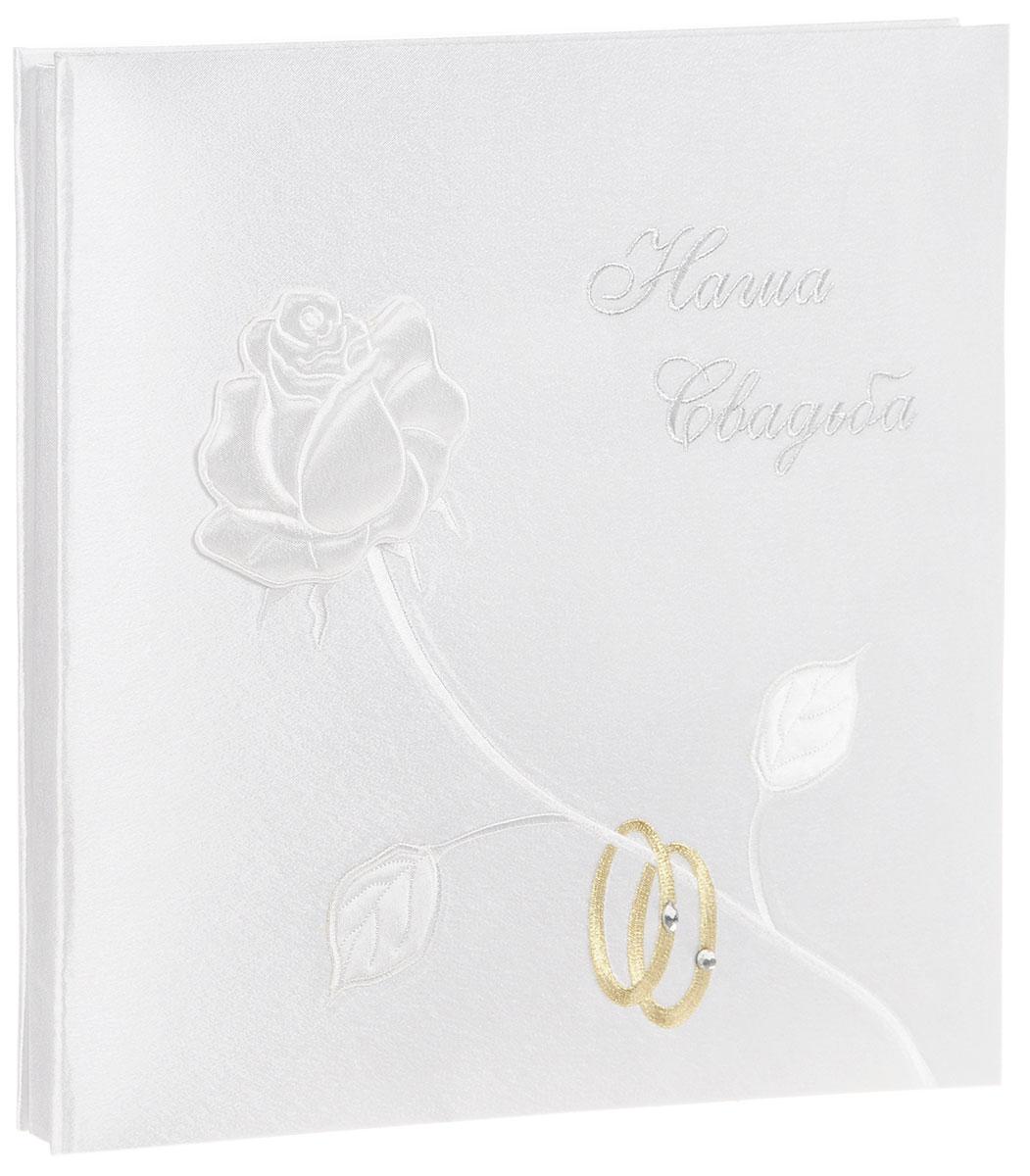 Фотоальбом Bianco Sole Свадебный, ручная работа, на 20 фотографий 26,5 см х 30,5 см. 139306139306Фотоальбом Bianco Sole Свадебный, рассчитанный на 20 фотографий форматом 26,5 см х 30,5 см, послужит прекрасным подарком для новобрачных. Особенность данного альбома - эффектный дизайн, выполненный вручную. На обложке альбома объемная белая роза и обручальные кольца. Фотоальбом Bianco Sole Свадебный - достойный вариант для тех, кто любит красивые и практичные вещи. Размер альбома: 32 х 32 х 2 см. Размер фото: 26,5 х 30,5 см.