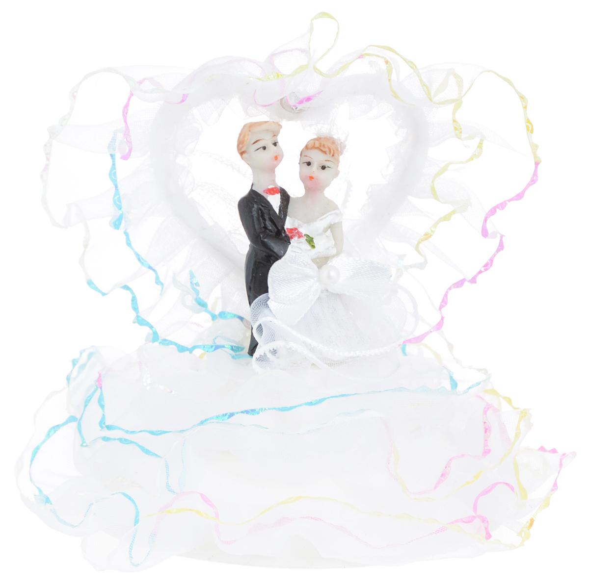 Свадебная фигурка на торт Win Max Жених и невеста, высота 11 см27904Фигурка Win Max Жених и невеста прекрасно подойдет для оформления свадебного торта. Украшение выполнено в виде молодоженов на подиуме. Такая фигурка подчеркнет индивидуальность вашей пары и станет приятным воспоминанием о торжестве.