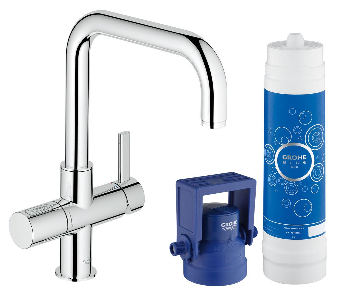 Комплект GROHE Blue 2-в-1: вентиль для фильтрованной воды и смеситель для кухни (фильтрация, U-излив) (31299001)BA900GROHE Blue Pure: кухонный смеситель, подающий свежую питьевую воду прямо из под крана, избавит от необходимости носить домой тяжелые бутыли с водой.Система фильтрации GROHE Blue Pure, которая активируется отдельным рычагом для подачи воды, очищает воду от нежелательных примесей, ухудшающих ее вкус и запах, включая хлор. Помимо впечатляющих функциональных возможностей данный смеситель для мойки также отличается эффектным внешним видом и способностью играть главную роль в интерьере кухни, причем износостойкое хромированное покрытие GROHE StarLight лишь подчеркивает его лаконичный дизайн. Высокий излив, вращающийся в радиусе 180°, позволяет с легкостью наполнять высокие емкости.Технология GROHE SilkMove обеспечивает плавность регулировки напора воды при минимуме усилий. Разумеется, в данном смесителе также предусмотрены все функции обычного кухонного смесителя. Избавьтесь от необходимости носить домой тяжелые бутыли с водой и наслаждайтесь чистым вкусом свежей питьевой воды.Особенности:Включает в себя:GROHE Blue Смеситель однорычажный для мойки с функцией очистки водопроводной водыМонтаж на одно отверстиеU-изливОтдельная рукоятка для фильтрованной водыКерамический вентиль 1/2GROHE SilkMove керамический картридж 35 ммРегулировка расхода водыGROHE StarLight хромированная поверхность Поворотный трубкообразный изливПоворот излива на 180°Отдельные водотоки для питьевой и водопроводной воды Гибкая подводкаТип защиты IP 21Одобрено в СE Для LED индикатора расхода фильтра используется сетевое напряжение 100-240 В AC 50/60 Гц, которое преобразуется в безопасное сверхнизкое напряжение 6 В DC GROHE Blue фильтр на 600 лGROHE Blue регулируемая головка фильтра Класс шума I по DIN 4109