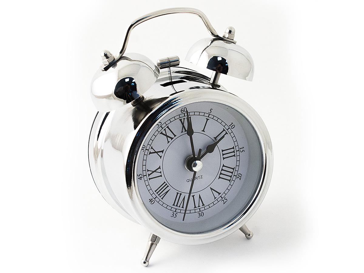 Часы настольные Эврика, цвет: хром, диаметр 7 см54 009303Настольные часы Эврика изготовлены из металла, циферблат защищен стеклом.Чтобы утро было по-настоящему добрым, встречайте его с веселым будильником. Встроенная подсветка включается кнопкой на задней панели.Классический дизайн будильника с металлическим молоточком и двумя колокольчиками впишется в любую обстановку.Часы могут стать уникальным, полезным подарком для родственников, коллег, знакомых и близких.Тип хода стрелок - прямой, тип механизма - тикающий. Питание осуществляется от двух батареек типа АА.