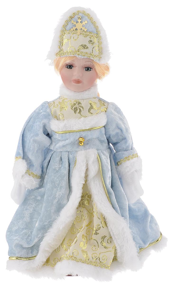 Кукла декоративная Magic Time Снегурочка Ирочка, на подставке, высота 30 см41686Декоративная кукла Magic Time Снегурочка Ирочка выполнена из высококачественной керамики. Туловище куклы мягкое набивное. Трогательные глаза обрамлены пышными ресницами, а светлые волосы заплетены в косу. Кукла максимально приближена к живому прототипу - юной леди с румянцем на щеках. Снегурочка наряжена в роскошную шубку декорированной тесьмой и блестками, а голова украшена кокошником. Кукла устанавливается на пластиковую подставку, благодаря которой вы можете поместить ее в любом понравившемся месте. Такая кукла займет достойное место в вашей коллекции или станет чудесным подарком на Новый год.