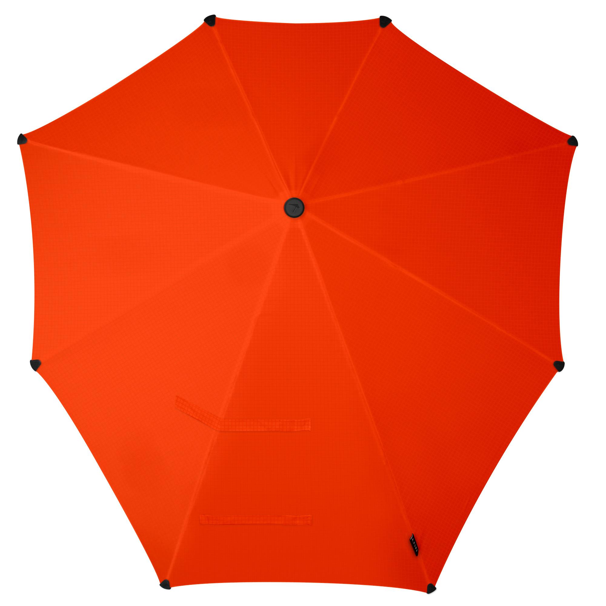 Зонт-трость Senz, цвет: оранжевый. 20110692011069Зонт-трость Senz - инновационный противоштормовый зонт, выдерживающий любую непогоду. Форма купола продумана так, что вы легко найдете самое удобное положение на ветру - без паники и без борьбы со стихией. Закрывает спину от дождя. Благодаря своей усовершенствованной конструкции, зонт не выворачивается наизнанку даже при сильном ветре. Модель Senz Original выдержала испытания в аэротрубе со скоростью ветра 100 км/ч. Характеристики: тип - трость, выдерживает порывы ветра до 100 км/ч, УФ-защита 50+, удобная мягкая ручка, безопасные колпачки на кончиках спиц, в комплекте прочный чехол из плотной ткани с лямкой на плечо, гарантия 2 года.