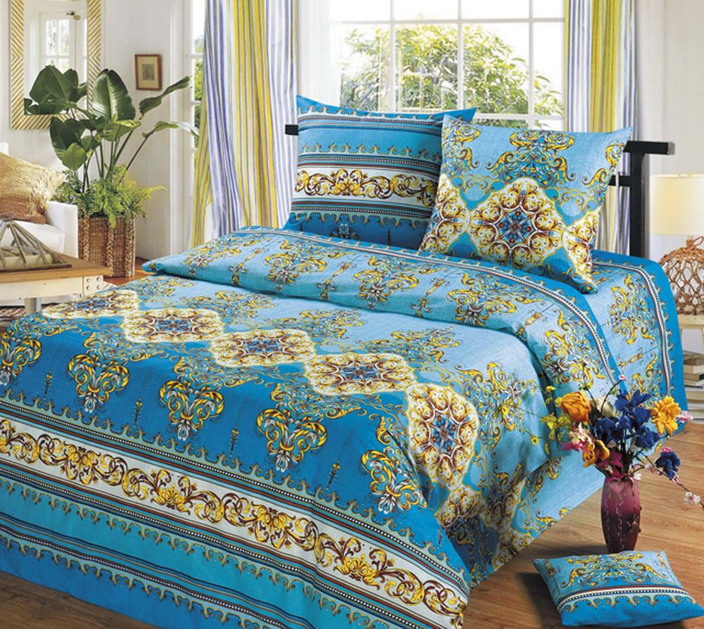 Комплект белья Cleo Версаль, евро, наволочки 70x70, цвет: голубой30/304-BКомплект постельного белья Cleo выполнен из высококачественной бязи (100% хлопок), которая идеально подходит для любого времени года Постельное белье из бязи имеет ряд уникальных свойств: экологичность, гипоаллергенность, сохраняет внешний вид на долгие годы, не садится, легко гладится, не накапливает статического электричества, обладает исключительной терморегуляцией, загрязнения прекрасно отстирываются любыми средствами. Благодаря особому способу переплетения нитей в полотне, обеспечивается особая плотность ткани, что делает ее устойчивой к износу. Высокая плотность – это залог прочности и долговечности, однако она не влияет на удовольствие от прикосновения. Благодаря пигментному способу нанесения печати даже после многократных стирок в деликатном режиме постельное белье сохраняет свой первоначальный вид. Такое постельное белье окутает вас своей нежностью и подарит спокойный комфортный сон, а яркие оригинальные дизайны стильно дополнят интерьер спальни.