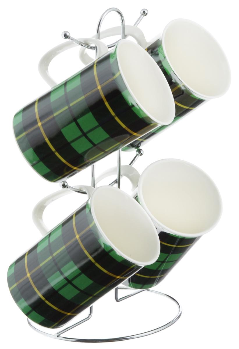 Набор кружек Loraine, цвет: зеленый, черный, 5 предметов. 24210_зеленый24210_зеленыйНабор Loraine состоит из 4 кружек и подставки. Кружки изготовлены из глазурованной керамики и украшены узором клетка. Теплостойкие ручки обеспечивают комфортное использование. Изящный дизайн придется по вкусу и ценителям классики, и тем, кто предпочитает современный стиль. Он настроит на позитивный лад и подарит хорошее настроение с самого утра. В комплекте - металлическая подставка с крючками для подвешивания кружек. Набор кружек - идеальный и необходимый подарок для вашего дома и для ваших друзей в праздники, юбилеи и торжества. Кружки подходят для мытья в посудомоечной машине, можно использовать в СВЧ и ставить в холодильник. Объем кружек: 320 мл. Диаметр кружки (по верхнему краю): 7,5 см. Высота кружки: 11 см. Размер подставки: 13 х 13 х 26,5 см.