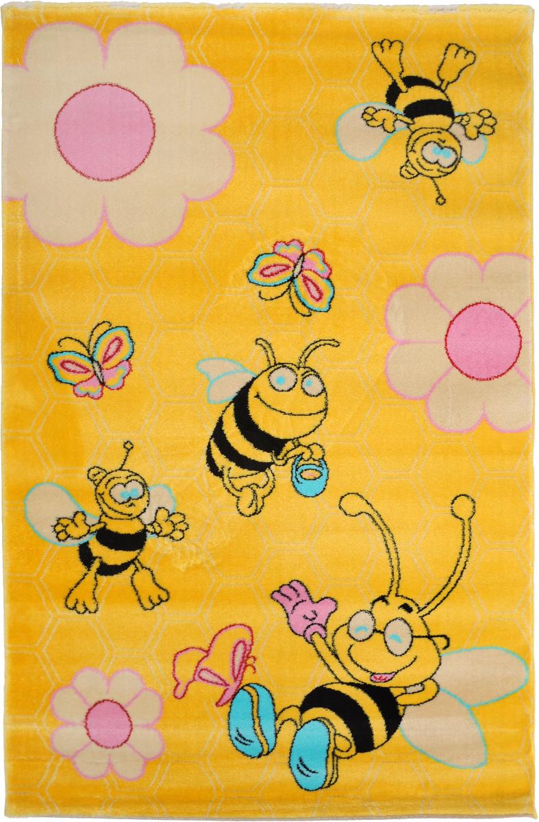 Ковер детский Kamalak Tekstil Веселые пчелки, прямоугольный, 100 x 150 смUP210DFДетский ковер Kamalak Tekstil Веселые пчелки изготовлен из высококачественного полипропилена.Полипропилен износостоек, нетоксичен, не впитывает влагу, не провоцирует аллергию. Структура волокна в полипропиленовых коврах гладкая, поэтому грязь не будет въедаться и скапливаться на ворсе. Практичный и износоустойчивый ворс не истирается и не накапливает статическое электричество. Ковер обладает хорошими показателями теплостойкости и шумоизоляции. Оригинальный рисунок позволит гармонично оформить интерьер детской комнаты. За счет невысокого ворса ковер легко чистить. При надлежащем уходе синтетический ковер прослужит долго, не утратив ни яркости узора, ни блеска ворса, ни упругости. Самый простой способ избавить изделие от грязи - пропылесосить его с обеих сторон (лицевой и изнаночной). Влажная уборка с применением шампуней и моющих средств не противопоказана. Хранить рекомендуется в свернутом рулоном виде.