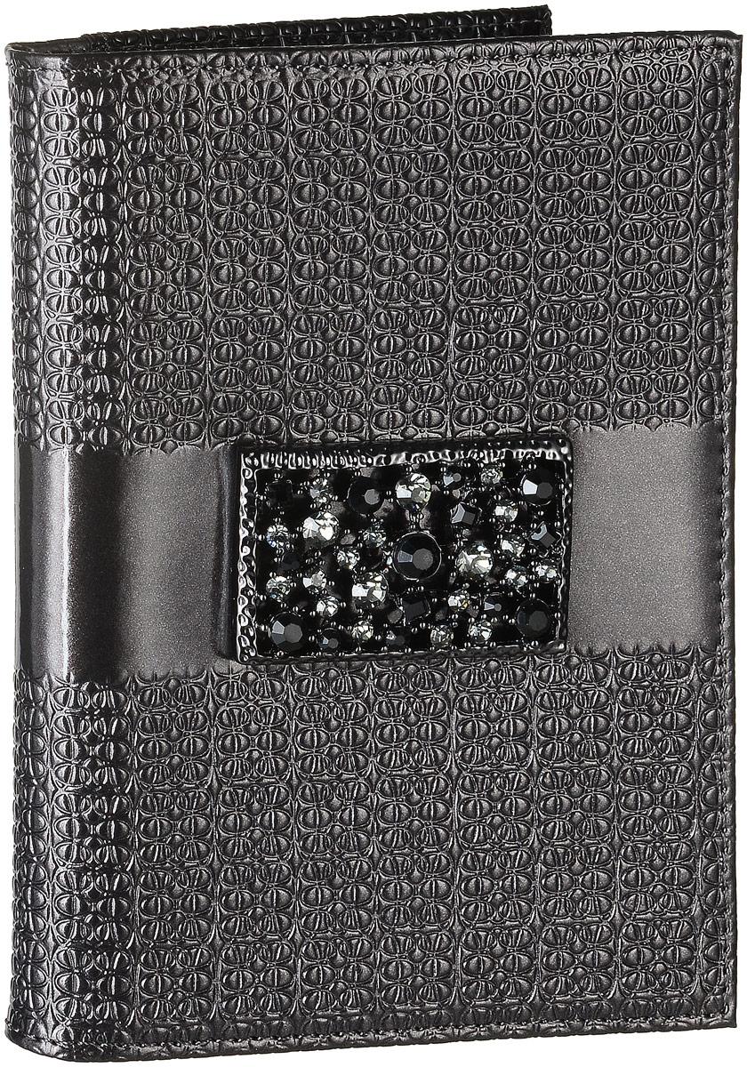 Обложка для автодокументов женская Elisir Mirella, цвет: серый, черный. BV3-216EL-NK216-BV0013-000Обложка для автодокументов Elisir Мirella выполнена из лаковой натуральной кожи и оформлена брошью из кристаллов Swarovski. Внутри изделие имеет четыре кармана для кредиток и два открытых кармана из кожи, съемный блок для документов, включающий в себя шесть прозрачных файлов, один из которых формата А5. Изделие поставляется в фирменной упаковке. Обложка для автодокументов поможет сохранить внешний вид ваших документов и защитить их от повреждений, а также станет стильным аксессуаром.