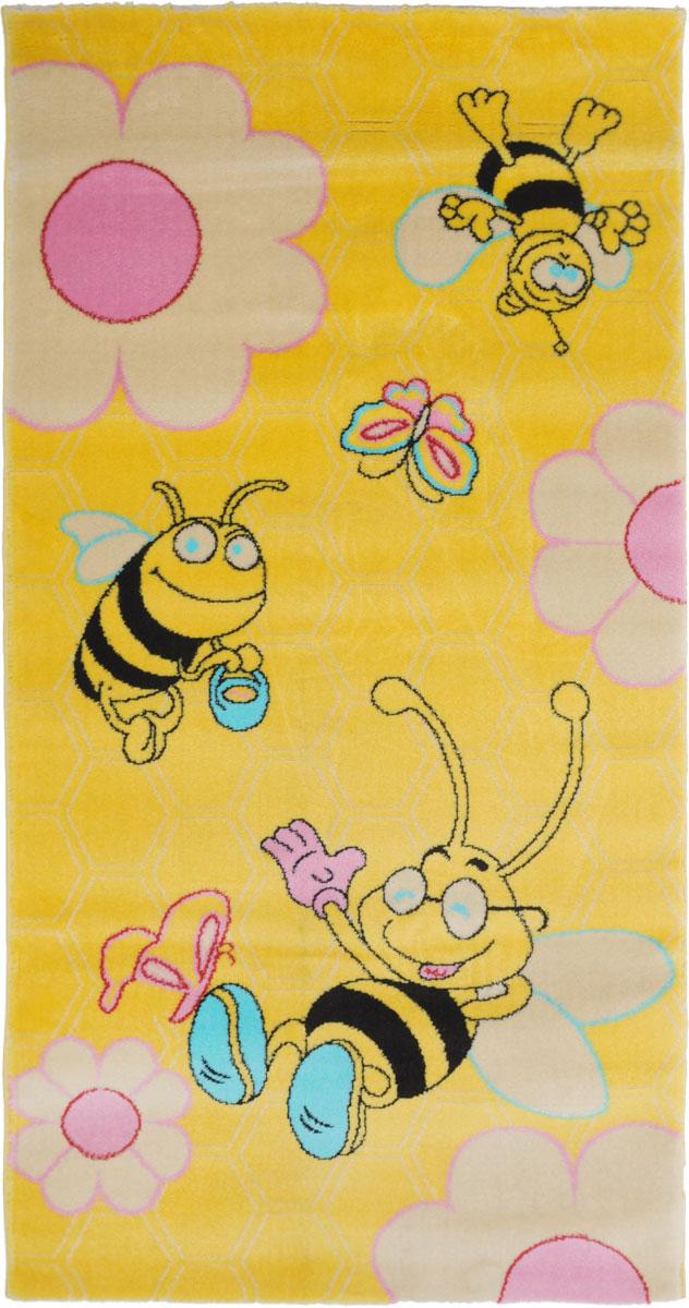 Ковер детский Kamalak Tekstil Веселые пчелки, прямоугольный, 80 x 150 смУКД-2003Детский ковер Kamalak Tekstil Веселые пчелки изготовлен из высококачественного полипропилена. Полипропилен износостоек, нетоксичен, не впитывает влагу, не провоцирует аллергию. Структура волокна в полипропиленовых коврах гладкая, поэтому грязь не будет въедаться и скапливаться на ворсе. Практичный и износоустойчивый ворс не истирается и не накапливает статическое электричество. Ковер обладает хорошими показателями теплостойкости и шумоизоляции. Оригинальный рисунок позволит гармонично оформить интерьер детской комнаты. За счет невысокого ворса ковер легко чистить. При надлежащем уходе синтетический ковер прослужит долго, не утратив ни яркости узора, ни блеска ворса, ни упругости. Самый простой способ избавить изделие от грязи - пропылесосить его с обеих сторон (лицевой и изнаночной). Влажная уборка с применением шампуней и моющих средств не противопоказана. Хранить рекомендуется в свернутом рулоном виде.
