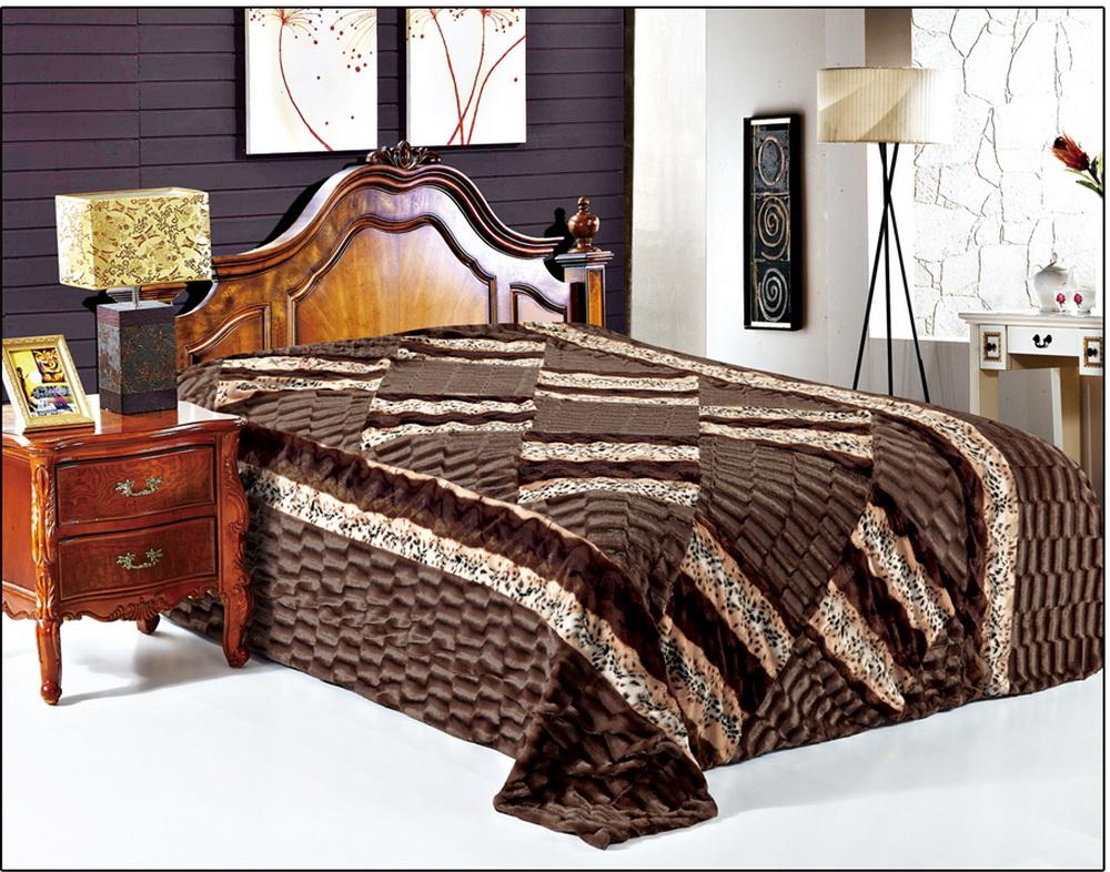 Покрывало Cleo Фурла, 220 x 240 см6113MПокрывало Cleo из искусственного меха порадует вас своим дизайном и качеством исполнения. Покрывала из искусственного меха (акрил) универсальны в использовании: их можно положить на кровать для украшения интерьера, использовать вместо одеяла или пледа, как накидку на кресло или диван, оно также может заменить на полу шкуру животного. Современные технологии позволяют делать ворс разной длины, фактуры и цвета, что делает коллекцию реалистичной визуально и тактильно. Такие меховые покрывала обладают рядом преимуществ: они износостойкие, не теряют форму, не выгорают и не садятся при стирке, стираются легко, сохнут быстро. Акрил является синтетическим материалом, в нем не живут микроорганизмы, поэтому он гипоаллергенный. Оригинальное меховое покрывало стильно дополнит интерьер спальни и сохранит безупречный внешний вид на долгие годы. Покрывала Cleo - это экологичность и стиль.