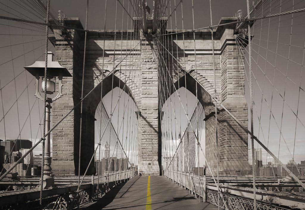 Фотообои Komar Мост, 3,68 х 2,54 м8-325Бумажные фотообои известного бренда Komar с панорамным видом позволят создать неповторимый облик помещения, в котором они размещены. Фотообои наносятся на стены тем же способом, что и обычные обои. Благодаря превосходной печати и высококачественной основе такие обои будут радовать вас долгое время. Фотообои снова вошли в нашу жизнь, став модным направлением декорирования интерьера. Выбрав правильную фактуру и сюжет изображения можно добиться невероятного эффекта живого присутствия. Ширина рулона: 3,68 м. Высота полотна: 2,54 м. Клей в комплекте.