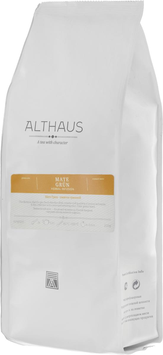 Althaus Mate Grun травяной листовой чай, 200 гTALTHG-L00070Althaus Mate Grun — это известный южноамериканский напиток из листьев тропического вечнозеленого растения семейства падубовых. Mate Grun обладает ярким характерным букетом и длительным тонизирующим эффектом. В этом напитке причудливо переплетаются легкая терпкость, мягкий аромат свежескошенной травы, огненно-табачная нотка, сладковатые оттенки сухофруктов и спелых орехов. Завершает звучание этой благородной, выдержанной композиции тонкое пикантно-травянистое послевкусие. Напиток богат витаминами и микроэлементами. В нем содержится гораздо меньше кофеина, чем в чае или кофе. Вот почему мате очень полезен для здоровья и известен как напиток силы и долголетия. Благодаря своим целебным свойствам мате получил широкое распространение в индейских племенах еще в глубокой древности. Mate Grun можно употреблять как сам по себе, так и с добавками. Его пьют с сахаром, медом, корицей, молоком, карамелью и различными травами. Этот превосходный тонизирующий...
