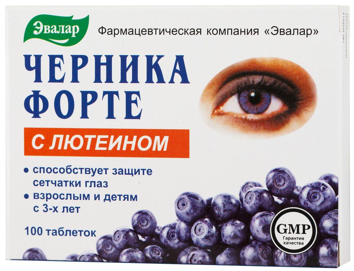 Эвалар Черника-Форте, с лютеином, 100 таблетокone116Черника Форте — самые популярные витамины для зрения! Черника форте с лютеином содержит антоцианы черники, витамины и цинк, необходимые для ежедневного поддержания зрения, особенно при повышенных нагрузках на глаза, также дополнительно усилена лютеином – каротиноидом, выполняющим защитную функцию для сетчатки глаза. Чем выше плотность лютеина в сетчатке, тем ниже риск ее изменений. Снижение защитной функции из-за недостатка лютеина в пище приводит к истощению пигментного слоя сетчатки, что может привести к снижению зрения. На сегодняшний день это самая распространенная причина проблем со зрением у людей старше 60 лет. Лютеин играет важную роль в предупреждении структурных изменений глаз. Антоцианы черники стимулируют синтез и естественное обновление зрительного пигмента родопсина, способствуя повышению остроты зрения, улучшению адаптации к темноте и условиям пониженной освещенности. При этом ускоряется процесс естественного обновления сетчатки и снижается усталость глаз от продолжительной работы. Комплекс биофлавоноидов черники и рутина с витамином C способствует укреплению сосудистой стенки, улучшению кровоснабжения глаз и поддержанию нормального внутриглазного давления. Комплекс витаминов группы B необходим для протекания нормальных метаболических процессов в тканях глаза. Витамин B1 повышает зрительную работоспособность, тогда как его недостаток вызывает мышечную слабость, в том числе тканей глаза. При дефиците витамина B2 наблюдается покраснение глаз, появляется чувство жжения в глазах и веках. При дефиците витамина B6 может наблюдаться повышенное напряжение и подергивание глаз. Цинк необходим для образования основного зрительного пигмента родопсина и проведения световых сигналов через сетчатку, благодаря чему он защищает глаза от структурных изменений, вызванных ярким светом, УФ-излучением или другими видами окислительного стресса. С дефицитом цинка в организме связывают структурные изменения сетчатки, снижени