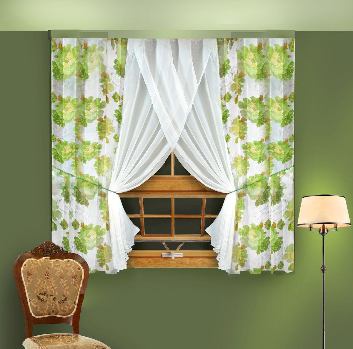 Комплект штор для кухни Zlata Korunka, на ленте, цвет: зеленый, высота 180 см. 5566555665Комплект штор для кухни Zlata Korunka, выполненный из полиэстера, великолепно украсит любое окно. Комплект состоит из 2 штор и 2 подхватов. Крупный цветочный рисунок и приятная цветовая гамма привлекут к себе внимание и органично впишутся в интерьер помещения. Этот комплект будет долгое время радовать вас и вашу семью! Комплект крепится на карниз при помощи ленты, которая поможет красиво и равномерно задрапировать верх. В комплект входит: Штора: 2 шт. Размер (Ш х В): 180 х 180 см. Подхват: 2 шт.
