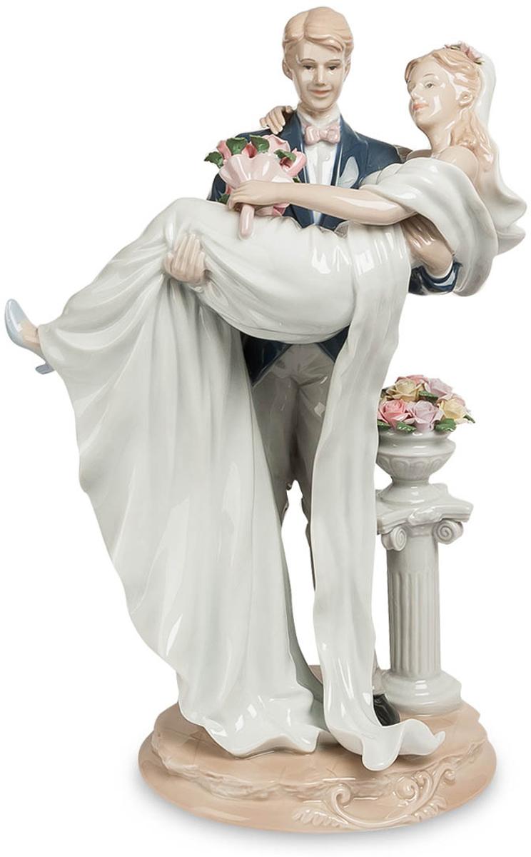 Фигурка Pavone Молодожены. JP-15/ 4JP-15/ 4Фигурка Молодожёнов высотой 35 см. Прекрасная традиция - заходить в новое жилище с невестой на руках. Главное, что бы жилище было не на 25-м этаже!