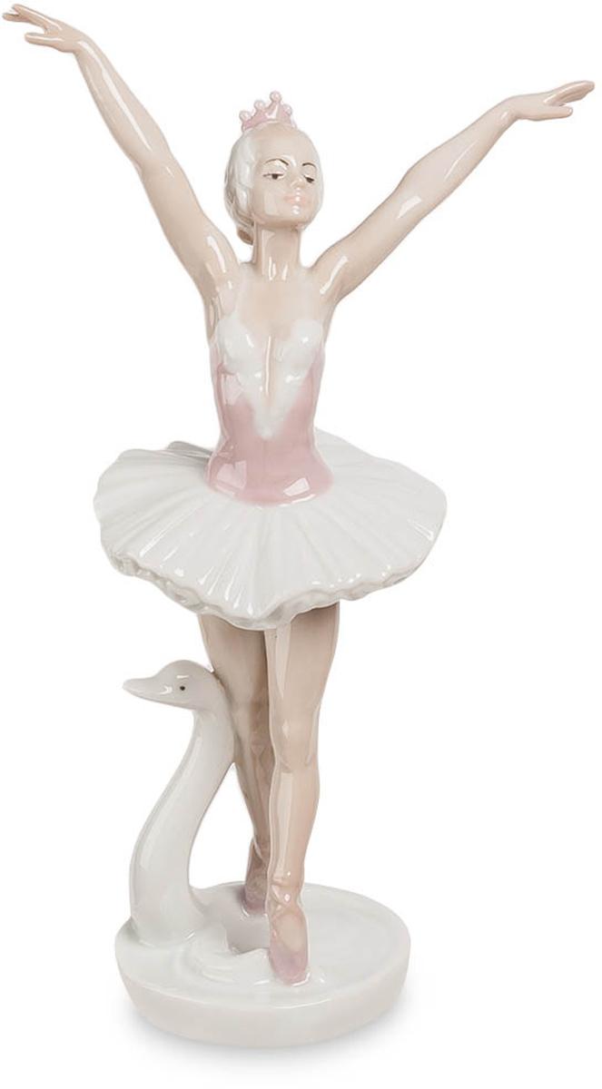 Фигурка Pavone Балерина. JP-27/ 3JP-27/ 3Фигурка Балерины высотой 19 см. Изысканное тело балерины трогательно, но недоступно.
