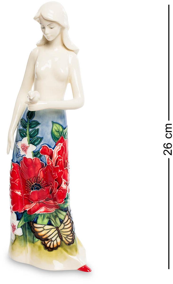 Статуэтка Pavone Девушка. JP-852/ 3JP-852/ 3Статуэтка Девушки высотой 26 см. Одинокая девушка, гуляющая по пляжу в ожидании чуда… Эта фарфоровая девушка прекрасна, как сама Весна. Длинное платье барышни покрыто цветами и листьями трав. Разнообразная флора привлекла внимание крупной бабочки желтого цвета. Она тоже решила украсить собой одеяние красавицы. В руке девушка бережно держит небольшого птенца, что символизирует собой заботу.