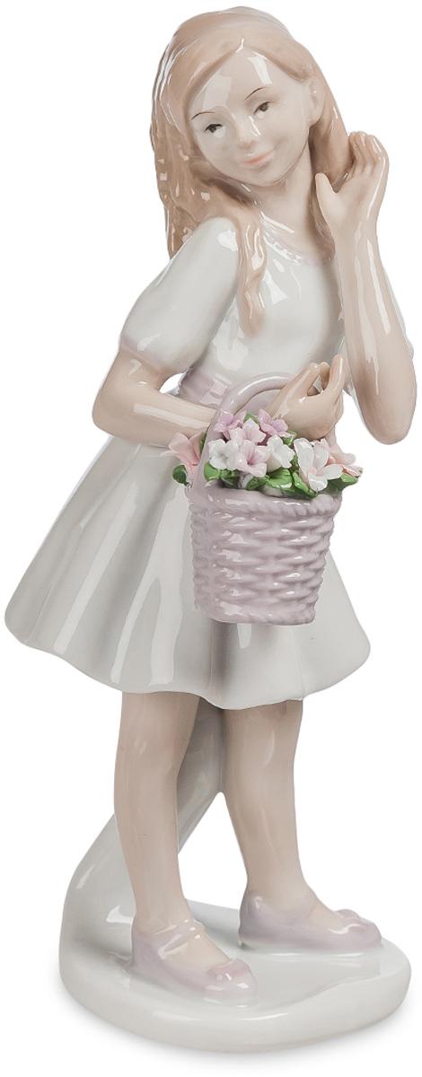 Фигурка Pavone Девочка-кокетка. JP-42/23UP210DFФигурка ДевочкиШикарный подарок для сестры, подруги или мамы – статуэтка Девочка-кокетка. Изготовлена фигурка из фарфора. Белый цвет приятен взгляду и вызывает только светлые мысли и положительные эмоции. Букет в корзине, выполненный в розовых оттенках, напомнит вам о весне и цветении, о пробуждении всего живого. Чувственность, легкость и кокетство воплотились в статуэтке.Сувенир подойдет любому стилю и интерьеру в доме. Такая деталь займет достойное место на женском комоде или полочке. Воплощение женственности, флирта и искренности – все это идеально подходит, чтобы описать фигуру.