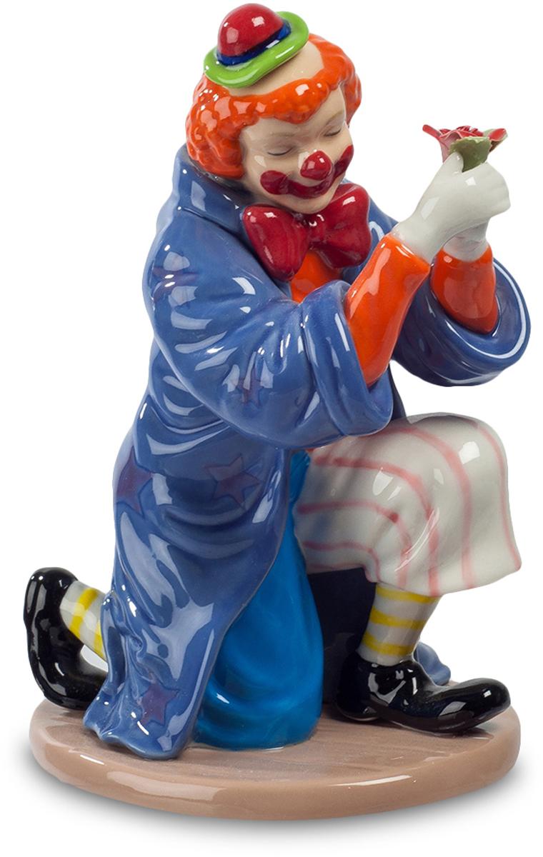 Фигурка Pavone Клоун. CMS-23/49ES-412Фигурка Клоун (Pavone) Клоун – артист универсальный. Он должен уметь спародировать любого циркового артиста, да тех, что не хуже его самого выполнит любой номер. Похоже, клоун собрался предстать в образе волшебника, накинул на плечи мантию, достойную чародея и, не перестав при этом быть веселым клоуном, готовит какое-то веселое чудо. Откуда у него в руках возник этот цветок, и что из него вылетит в следующую секунду? Клоун загадочно улыбается под своей нарисованной улыбкой: ох, и устрою я сейчас фокус! Обхохочетесь!