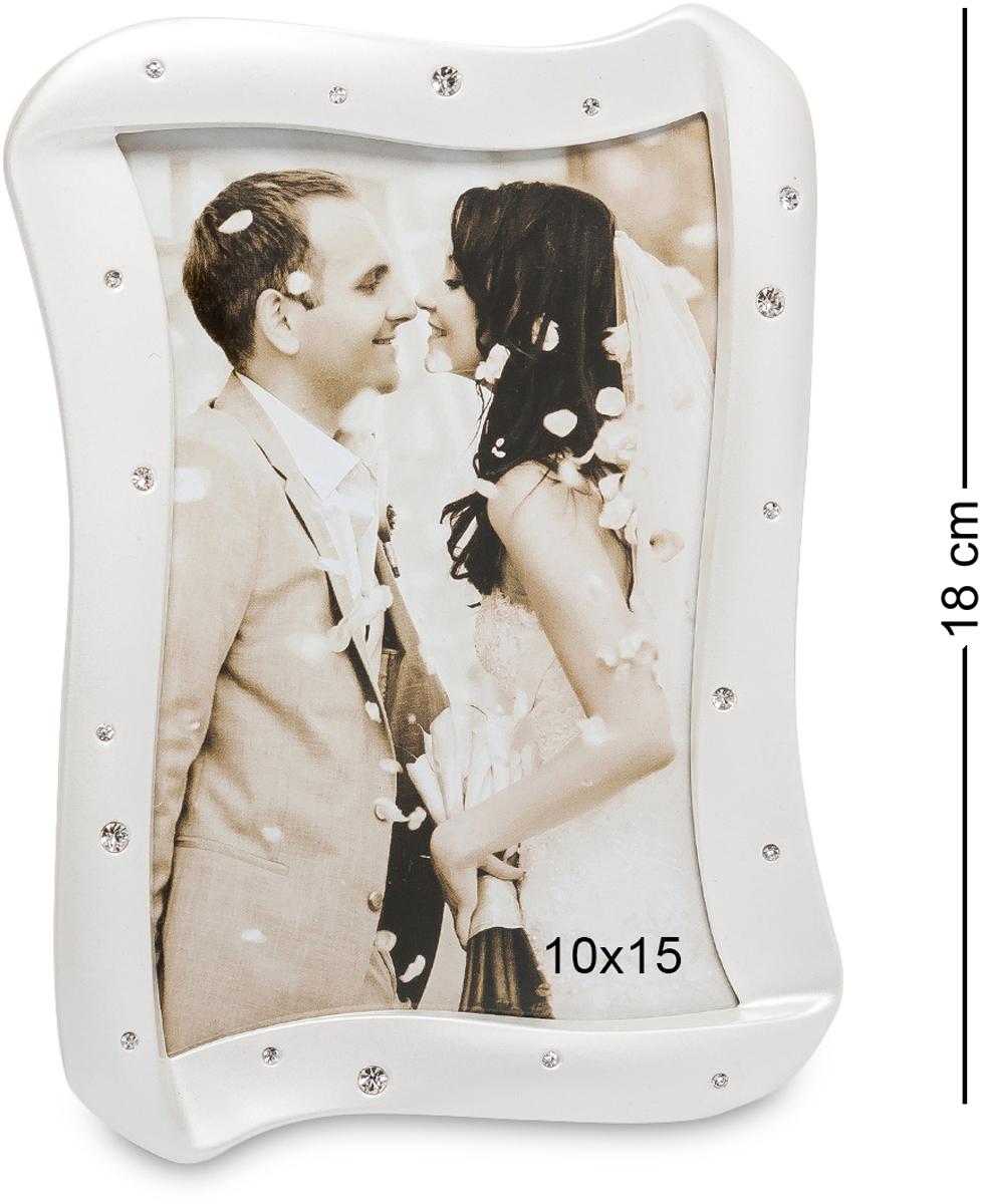 Фоторамка Bellezza Casa Волшебный поцелуй, фото 10х15. CHK-168CHK-168Фоторамка для фотографий 10х15 см. Свадебная фоторамка Волшебный поцелуй - это замечательный подарок для близких друзей и родных. А если поставить в рамку свадебное фото, тогда сияющие стразы будут отражать яркость глаз молодоженов. Стильный и неповторимый дизайн красивой фоторамки, сочетаясь со сверкающими стразами, придают ей невообразимую нежность. Она станет необычным декоративным аксессуаром и подчеркнет любой интерьер. Но, в каком бы месте вы не расположили фоторамку, она обязательно акцентирует на себе восторженные взгляды.