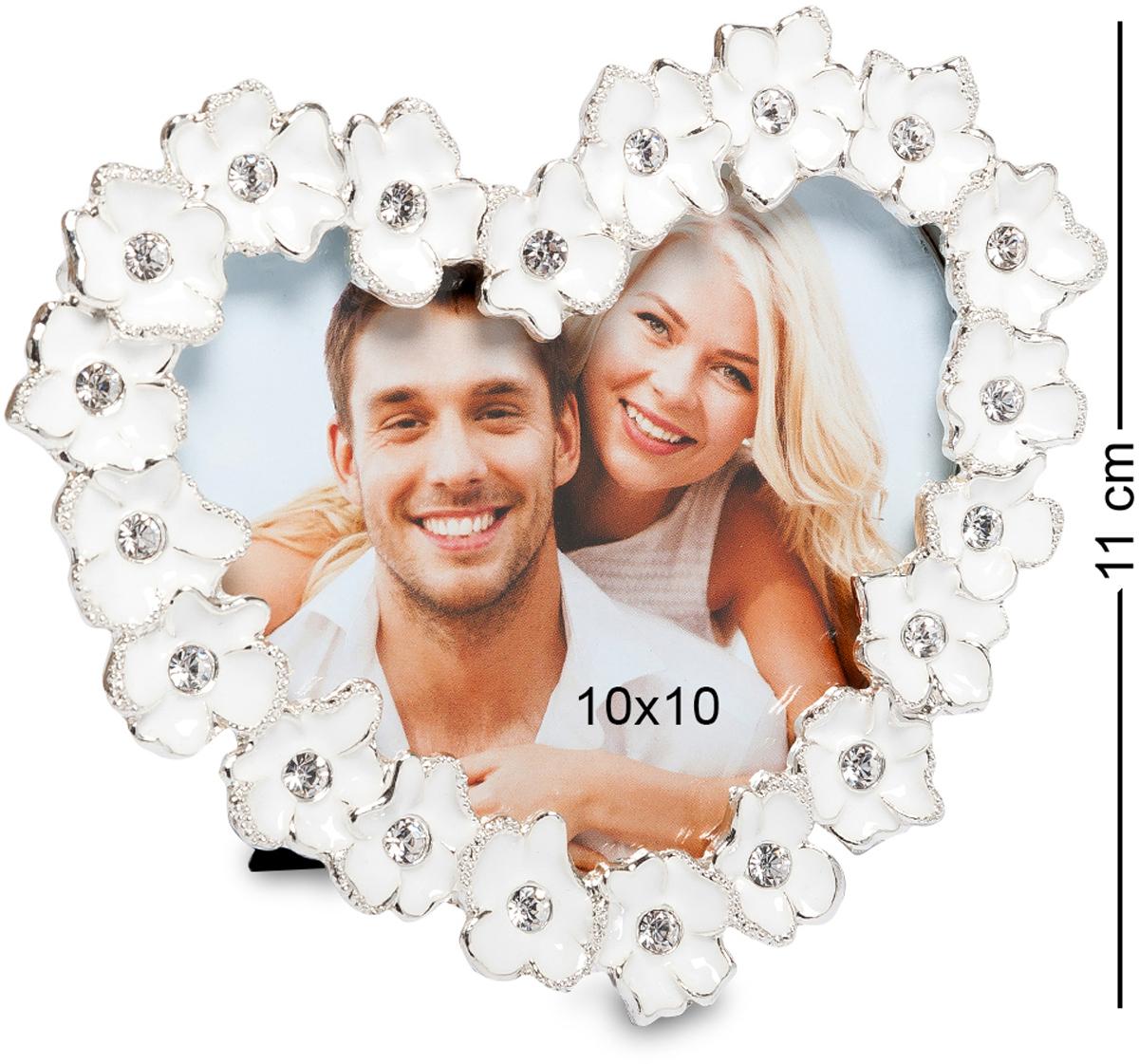 Фоторамка Bellezza Casa Цветочное сердце, фото 10х10. CHK-195CHK-195Фоторамка сердце для фотографий 10х10 см. Металлическая фоторамка Цветочное сердце украшена изысканными белоснежными цветами. Создает обстановку вечной романтики. Изящно обрамляет снимки счастливых влюбленных пар. Поставленная в спальне или гостиной, рамка великолепно отражает светлую любовь владельцев дома. Помогает надолго сохранить теплые взаимоотношения. Станет изумительным подарком любимому в День Влюбленных, на дату знакомства или годовщину бракосочетания.