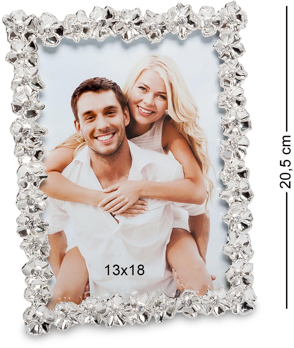 Фоторамка Bellezza Casa Цветочный вальс, фото 13х18. CHK-196CHK-196Фоторамка для фотографий 13х18 см. Фотографии запечатлевают наиболее важные моменты в жизни, поэтому в доме должны стоять на видном месте. Фоторамка Цветочный вальс элегантно обрамит любимый снимок. Позволит еще больше любоваться приятными воспоминаниями. Флористический стиль изделия наполнит атмосферу дома романтичностью и изысканностью. Каждый выпуклый цветочек серебристого оттенка выражает роскошь и благородство. Фоторамка не только украсит, но и сохранит качество дорогих сердцу фото на долгие годы.