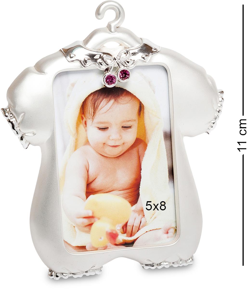 Фоторамка Bellezza Casa Маленькая принцесса, фото 5х8. CHK-004CHK-004Фоторамка для фотографий 5х8 см. Оригинальная фоторамка Маленькая принцесса может стать отличным подарком к рождению ребенка. Необычный дизайн в виде забавного комбинезона станет милым сюрпризом довольным родителям. Счастливый момент в жизни каждого человека всегда связан с рождением детей. И хочется везде расставить фотографии малыша. Фоторамка создана в серебристой цветовой гамме. Она декорирована небольшими стразами красного цвета. Отлично подойдёт в качестве элемента декора в детскую комнату. Если вам хочется всегда видеть фотографии любимого ребенка, то фоторамка прекрасное воплощение ваших желаний в реальность. Она предназначена для фотографии девочки.