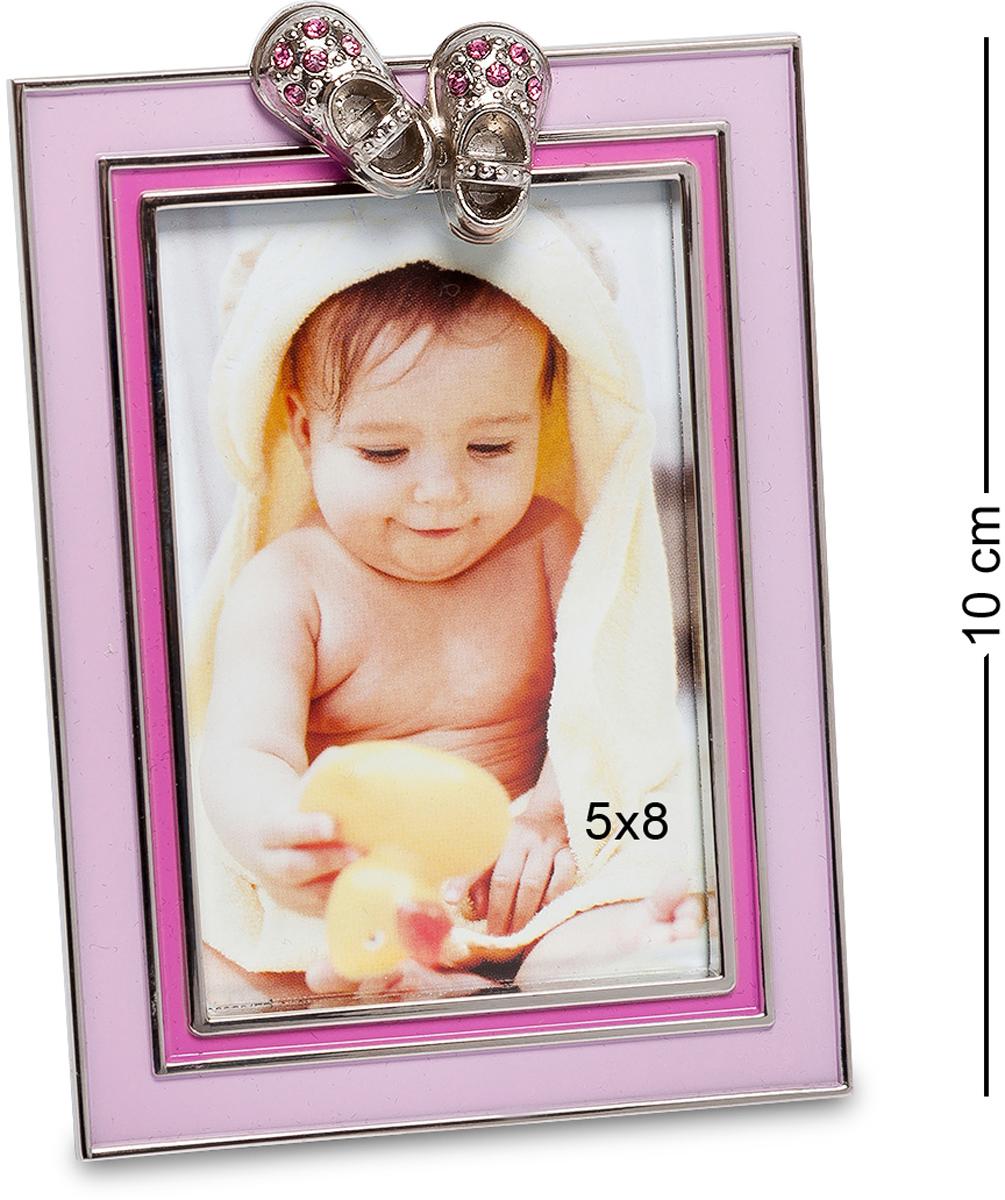 Фоторамка Bellezza Casa Маленькая принцесса, фото 5х8. CHK-012UP210DFФоторамка для фотографий 5х8 см.Розовая рамка для фото Маленькая принцесса станет настоящим украшением детской комнаты. Обладая классическим дизайном, в рамке поместится фотография размером 10?15. Она декорирована розовым фоном и оригинальными башмачками со стразами. Рамку можно ставить только в вертикальном положении, ножка устойчиво будет стоять на разных видах поверхностях. Для молодых родителей девочки такая рамка для фото только украсит интерьер детской комнаты. У малыша будет масса восторга и захочется ее обязательно потрогать. Рамка не содержит вредных для здоровья ребенка компонентов, потому ее можно использовать в качестве декора в комнате с первых дней жизни малыша. Вместе с розовой фоторамкой и портретом вашей дочери в комнате станет намного уютнее и веселее. С такой фоторамкой ребенок будет похож на маленького ангела.