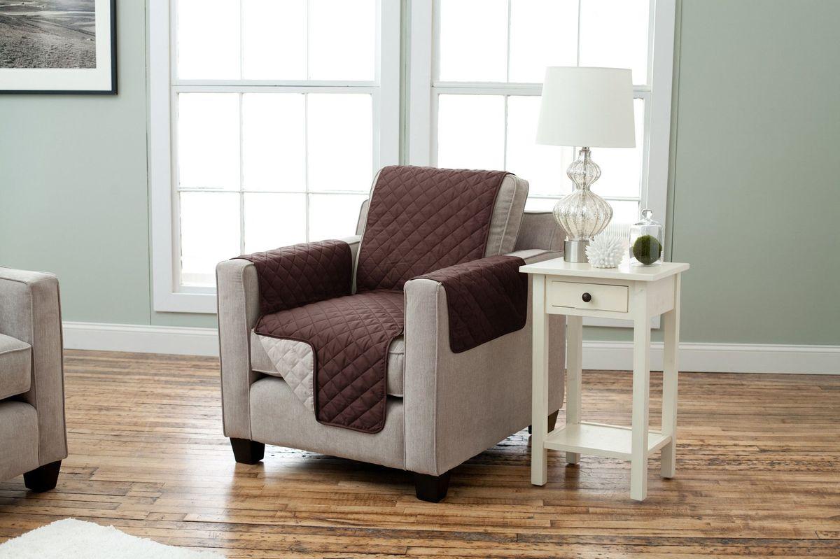 Чехол на кресло Медежда Йорк, двухсторонний, цвет: шоколадный, бежевый1601121211002Ваша мебель будет выглядеть как новая с двухсторонними накидками Йорк! Эта накидка изготовлена из прочной стеганой микрофибры. Поскольку накидка может использоваться с двух сторон, Вы получите две возможности улучшить интерьер по цене одной. Благодаря ремешку и резинке накидка не будет сползать со спинки дивана, а дополнительные фиксаторы, входящие в комплект позволяют плотно закрепить ее между спинкой и сидением дивана. Ширина накидки 55 см. Доступные цвета: бордо/бежевый, шоколад/бежевый. Цвета, отображаемые на снимках, могут немного отличаться от фактического продукта, из-за освещения и затенения. Можно стирать в машине при температуре 30 градусов.