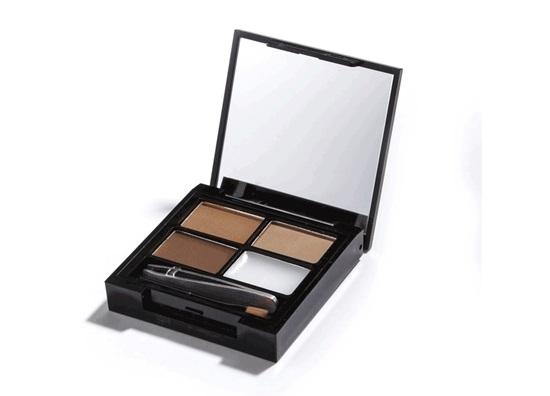 Makeup Revolution Набор для бровей Focus & Fix Eyebrow Shaping Kit, Medium Dark, 4 гр14184Палетка включает в себя все необходимое для того, чтобы выполнить идеальный макияж бровей - 3 оттенка теней, фиксирующий форму воск, аппликатор для нанесения и пинцет. Тени легко смешиваются между собой, что позволяет добиться идеального попадания в естественный для вас оттенок.