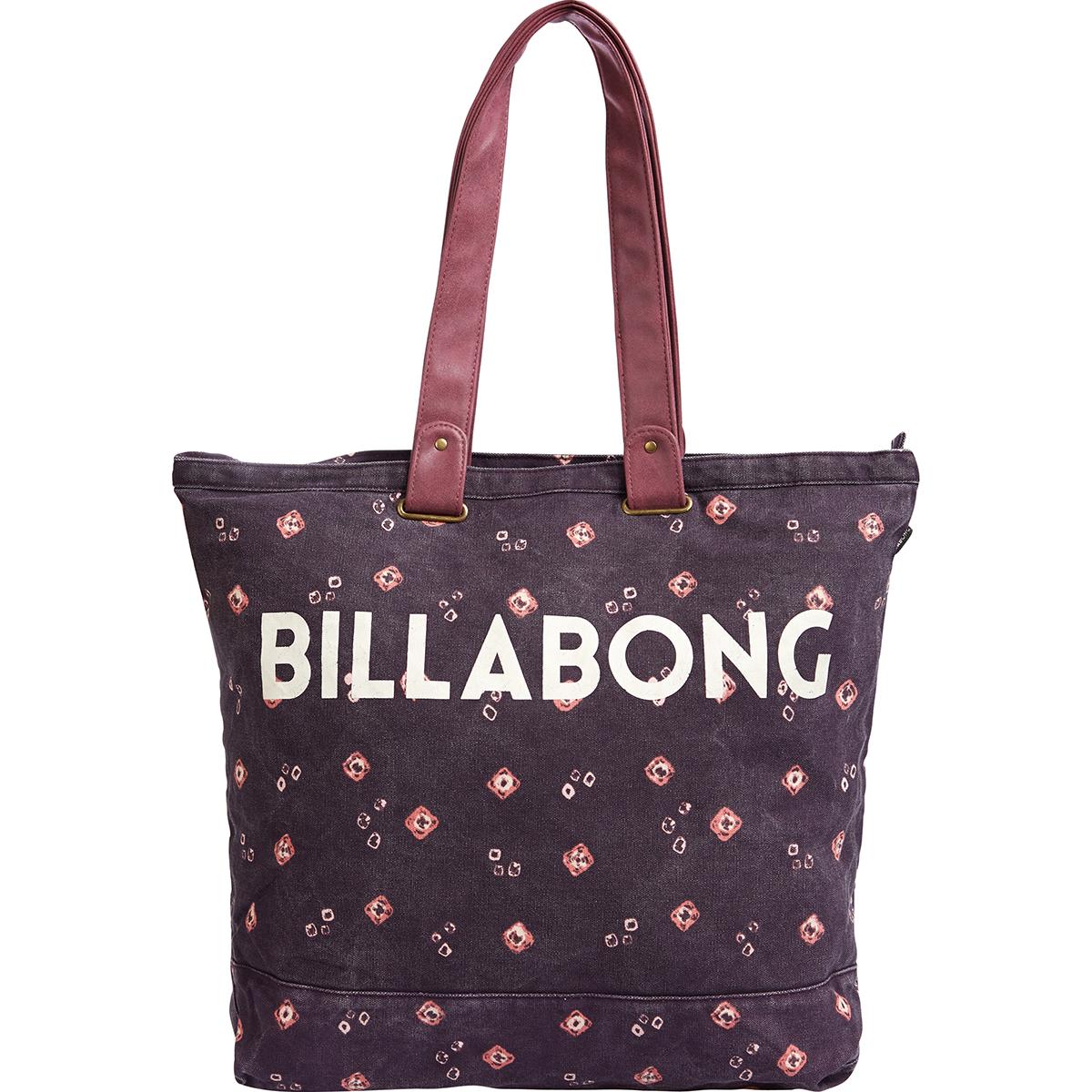 Сумка женская Billabong Essential Plus, цвет: светло-бордовый, 25 л. Z9BG10Z9BG10Вместительная сумка с простой внутренней организацией. Лаконичный крой, дополненный внутренним карманом на молнии, который позволит быстро находить необходимые мелочи, позволит вместить множество вещей.