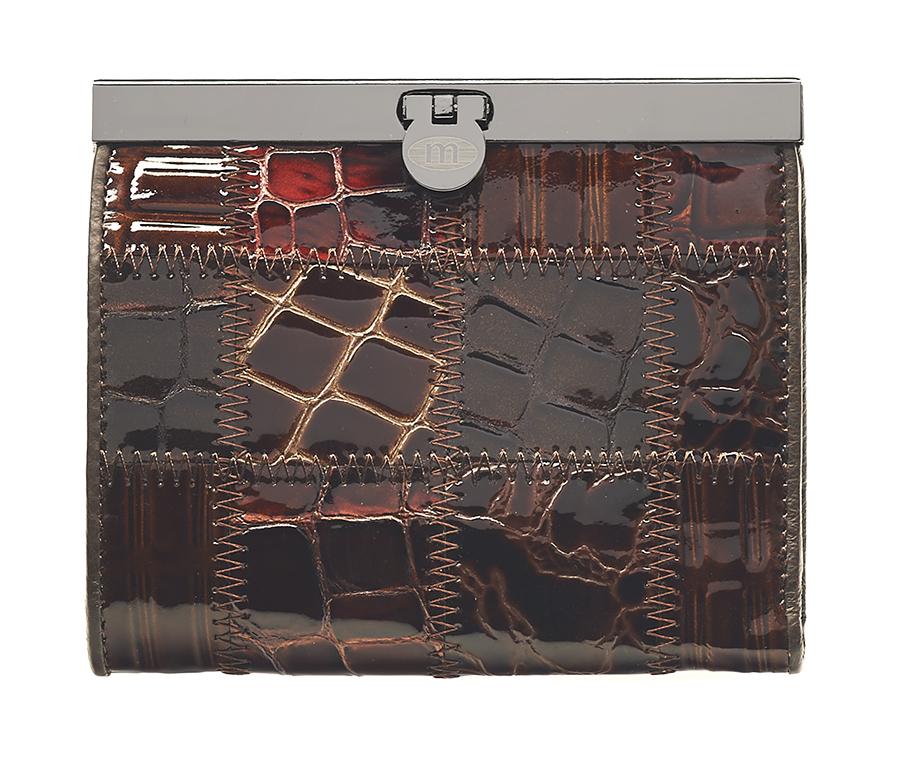 Кошелек женский Malgrado, цвет: коричневый. 44009A-490AA16-11154_711Элегантный кошелек Malgrado изготовлен из высококачественной натуральной лаковой кожи с декоративным фактурным тиснением, оформлен металлической фурнитурой с символикой бренда.Изделие содержит одно отделение и закрывается на замок-защелку. Кошелек включает в себя: три отделения для купюр, одно из которых на молнии, потайной карман, два кармана с прозрачными вставками, три кармана для пластиковых карт и карман для монет, закрывающийся клапаном на кнопку. Изделие упаковано в фирменную коробку с логотипом бренда.Стильный кошелек не оставит равнодушной ни одну представительницу прекрасной половины человечества.