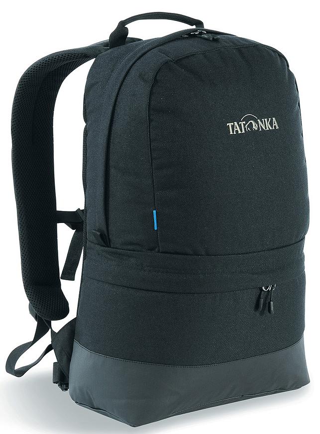 Рюкзак городской Tatonka Hiker Bag, цвет: черный, 21 лRivaCase 8460 blackСовременный городской рюкзак Tatonka Hiker Bag, выполненный в стиле ретро, оснащен системой подвески Padded Back с S-образными лямками, обтянутыми сеточкой AirMesh и дном из прочного материала Cordura. Внутри изделия имеется съемное промежуточное дно, позволяющее разделить рюкзак на два отделения. Кожаные аппликации придают рюкзаку неповторимый облик.Особенности рюкзака:- Подвеска Padded Back.- S-образные плечевые ремни, обтянутые сеточкой AirMesh.- Съемное промежуточное дно.- Кожаные аппликации.- Дно из прочного материала Cordura 700 Den.- Съемный поясной ремень.