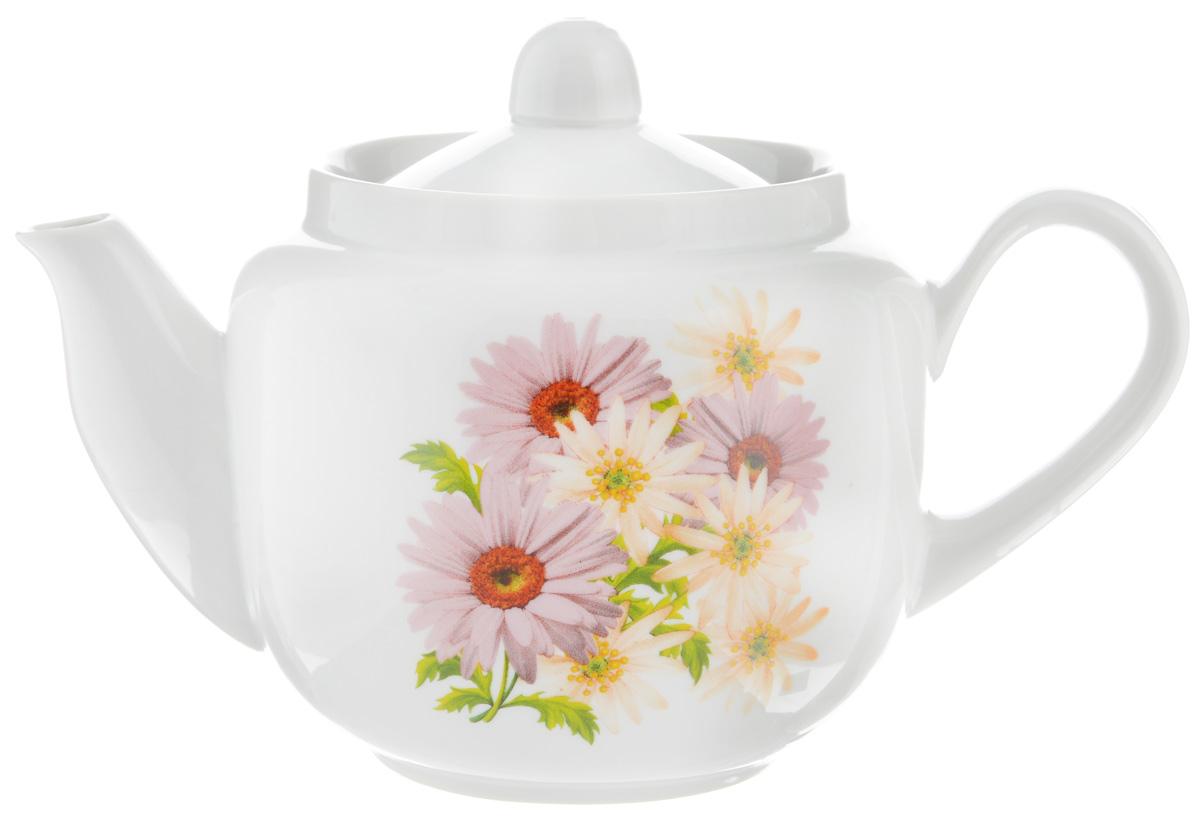 Чайник заварочный Фарфор Вербилок Розовые герберы, 600 мл1731660Для того чтобы насладиться чайной церемонией, требуется не только знание ритуала и чай высшего сорта. Необходим прекрасный заварочный чайник, который может быть как центральной фигурой фарфорового сервиза, так и самостоятельным, отдельным предметом. От его формы и качества фарфора зависит аромат и вкус приготовленного напитка. Именно такие предметы формируют в доме атмосферу истинного уюта, тепла и гармонии. С заварочным чайником Фарфор Вербилок Розовые герберы вы сможете ощутить более богатый, ароматный вкус чая или кофе. Изделие выполнено из высококачественного фарфора и украшено цветочным рисунком. Диаметр чайника по верхнему краю: 8,5 см. Диаметр основания чайника: 7 см. Высота чайника (без учета крышки): 10 см.