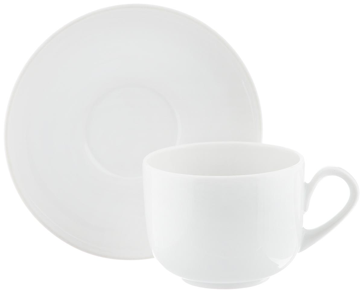 Чайная пара Фарфор Вербилок Август, 2 предмета3674000бЧайная пара Фарфор Вербилок Август состоит из чашки и блюдца, изготовленных из высококачественного фарфора. Изделия оформлены в классическом стиле и имеют изысканный внешний вид. Такой набор прекрасно дополнит сервировку стола к чаепитию и подчеркнет ваш безупречный вкус. Чайная пара Фарфор Вербилок Август - это прекрасный подарок к любому случаю. Объем чашки: 120 мл. Диаметр чашки (по верхнему краю): 6,5 см. Высота чашки: 5,2 см. Диаметр блюдца: 11,5 см. Высота блюдца: 2 см.