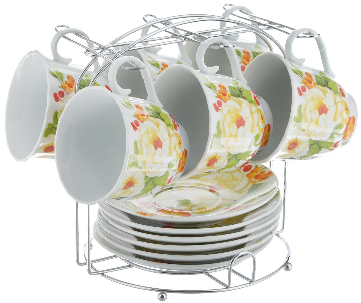 Набор чайный Bella, 13 предметов. DL-F6MS-178DL-F6MS-178Набор Bella состоит из 6 чашек и 6 блюдец, изготовленных из высококачественного фарфора. Чашки оформлены красочным рисунком. Изделия расположены на металлической подставке. Такой набор подходит для подачи чая или кофе. Изящный дизайн придется по вкусу и ценителям классики, и тем, кто предпочитает современный стиль. Он настроит на позитивный лад и подарит хорошее настроение с самого утра. Чайный набор Bella - идеальный и необходимый подарок для вашего дома и для ваших друзей в праздники. Объем чашки: 220 мл. Диаметр чашки (по верхнему краю): 8 см. Высота чашки: 7 см. Диаметр блюдца: 14 см. Высота блюдца: 2,3 см. Размер подставки: 17 х 16,5 х 19 см.