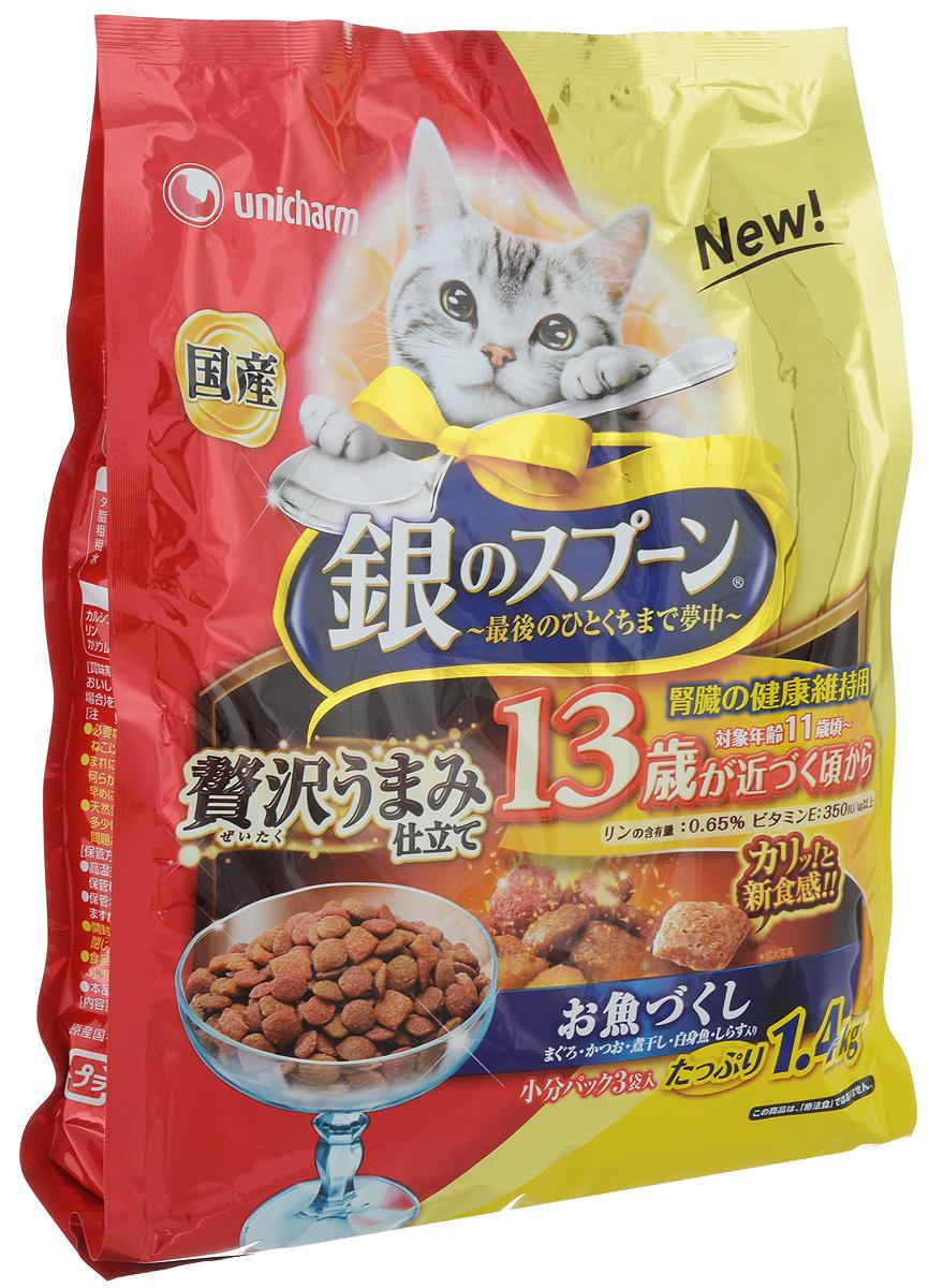 Корм сухой Unicharm Silver Spoon, для кошек с 13 лет, с белой рыбой и морепродуктами, 1,4 кг0120710Unicharm Silver Spoon - это полноценный рацион со сбалансированным содержанием полезных природных ингредиентов, витаминов и минералов для кошек старше 13 лет. Хрустящие гранулы обладают привлекательным вкусом и ароматом и помогают стимулировать аппетит стареющих кошек. Повышенное содержание веществ-хондропротекторов и незаменимых жирных кислот поддерживает здоровье суставов. Витамин Е укрепляет иммунитет пожилой кошки и помогает противостоять инфекциям. Невысокое содержание жира облегчает нагрузку на печень и почки. Клетчатка нормализует работу кишечника и способствует улучшению пищеварения.Товар сертифицирован.